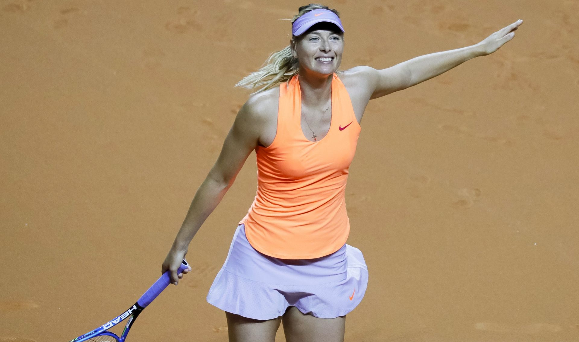 WTA STUTTGART Šarapova u polufinalu