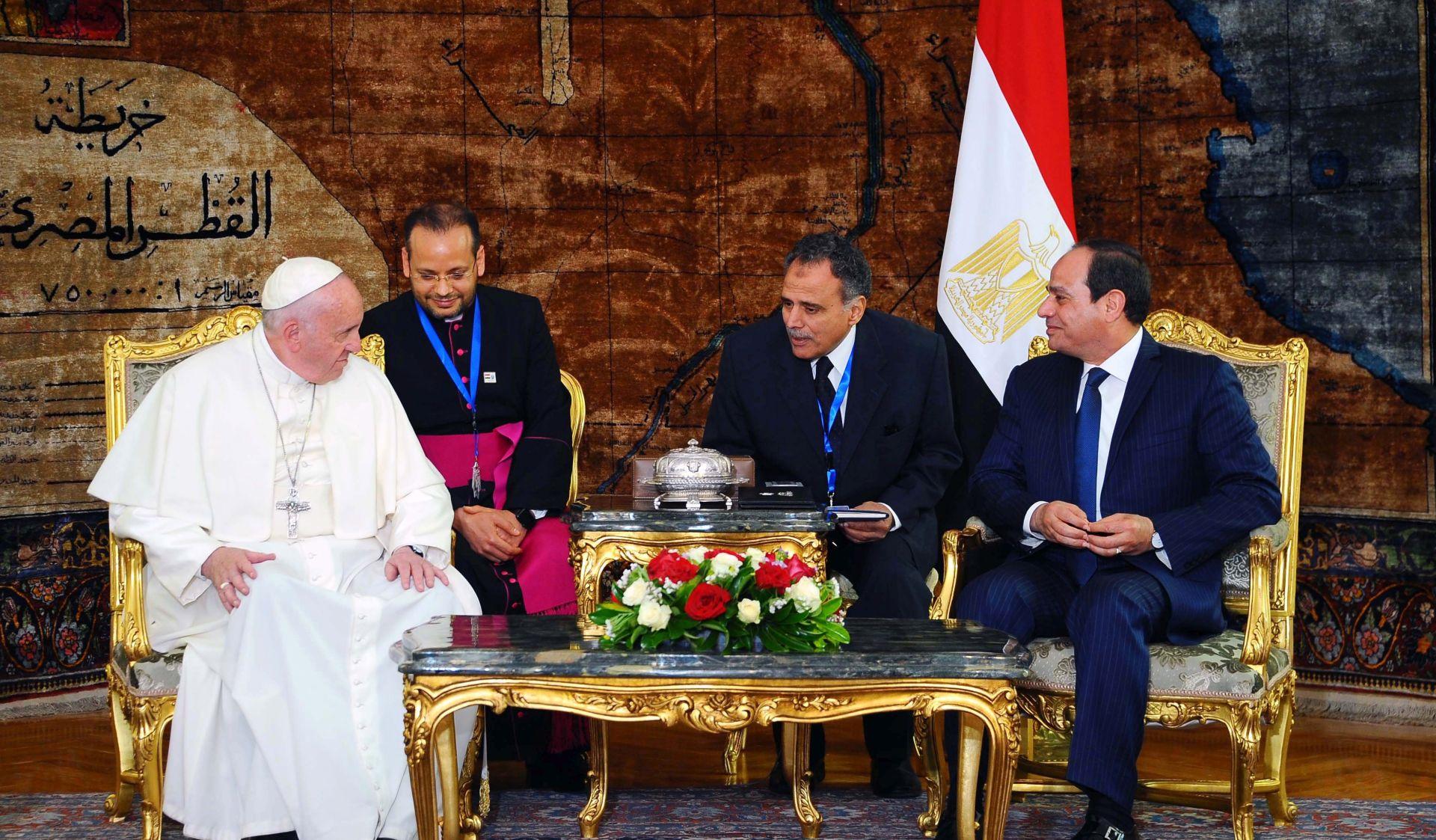 Papa u Egiptu osudio nasilje koje se čini u ime Boga