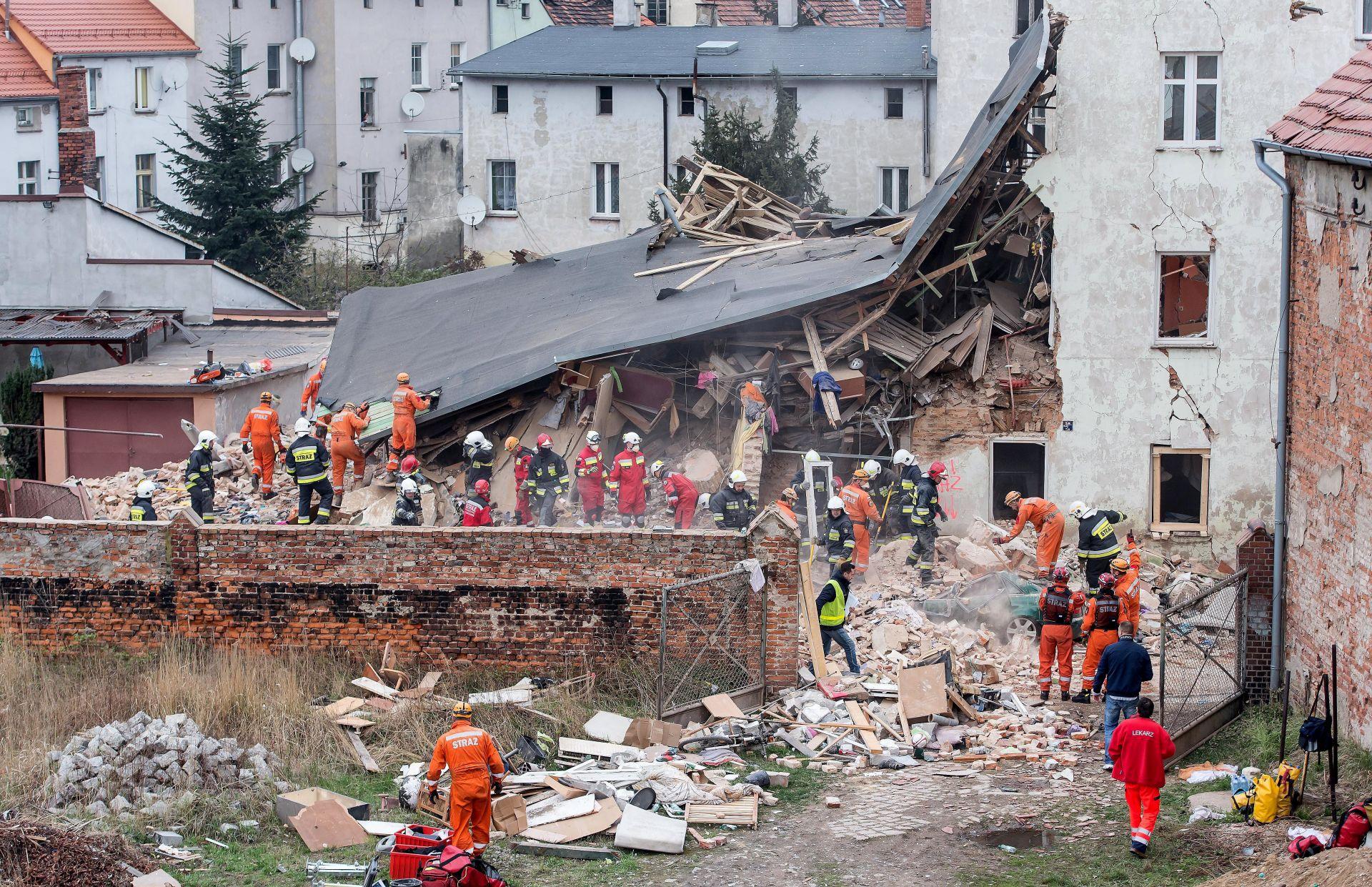 EKSPLOZIJA PLINA: Najmanje petero mrtvih u rušenju zgrade u Poljskoj