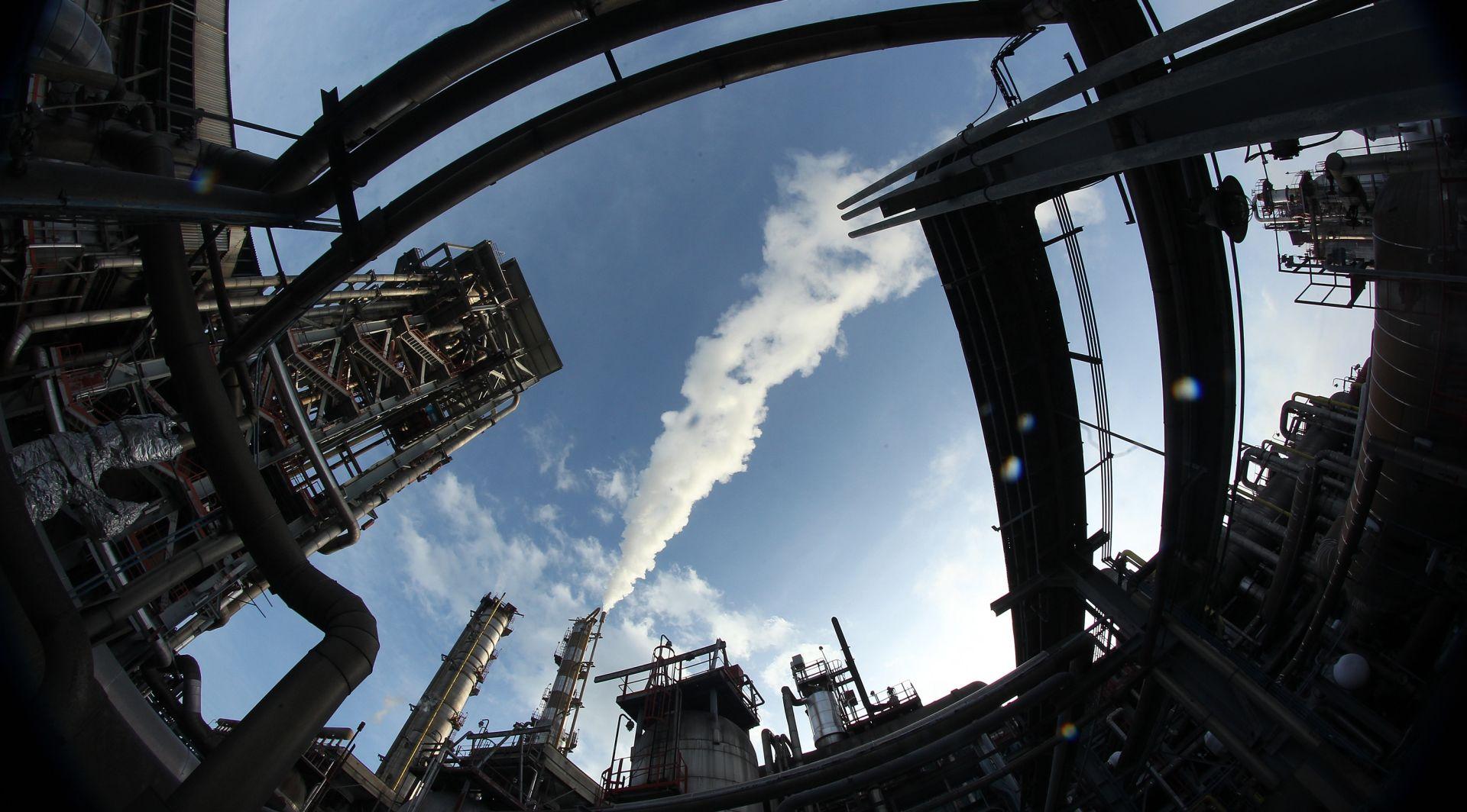 """AZTN """"INA i PPD nesmetano mogu preuzeti Petrokemiju"""""""