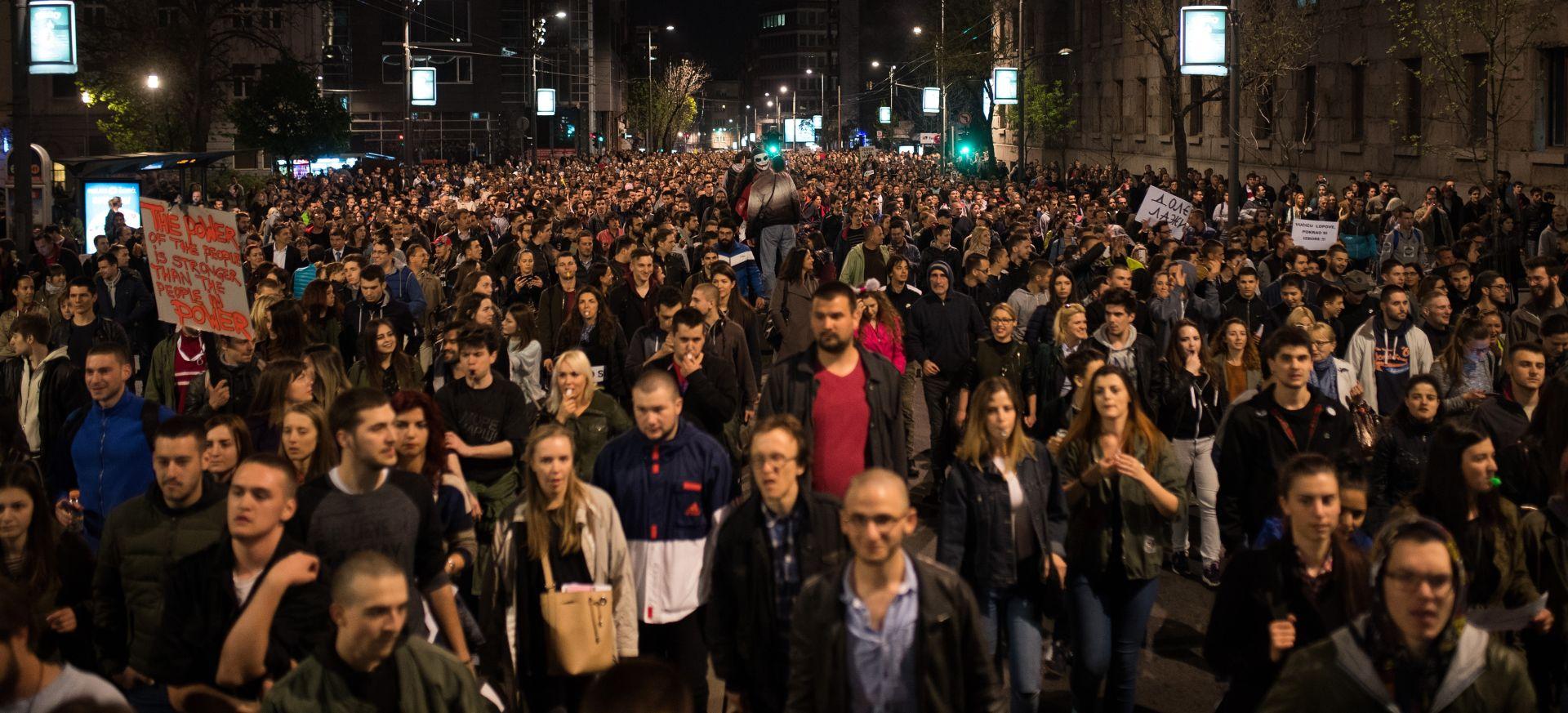 SRBIJA Tisuće ljudi prosvjeduju protiv Vučićeve pobjede