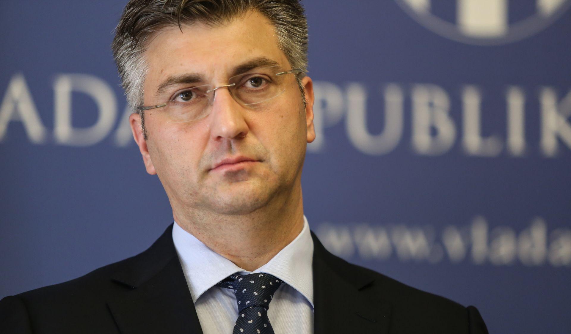 KLUB HDZ-A Plenković nije bio raspoložen za izjave, ali je poslao poruku SDP-u