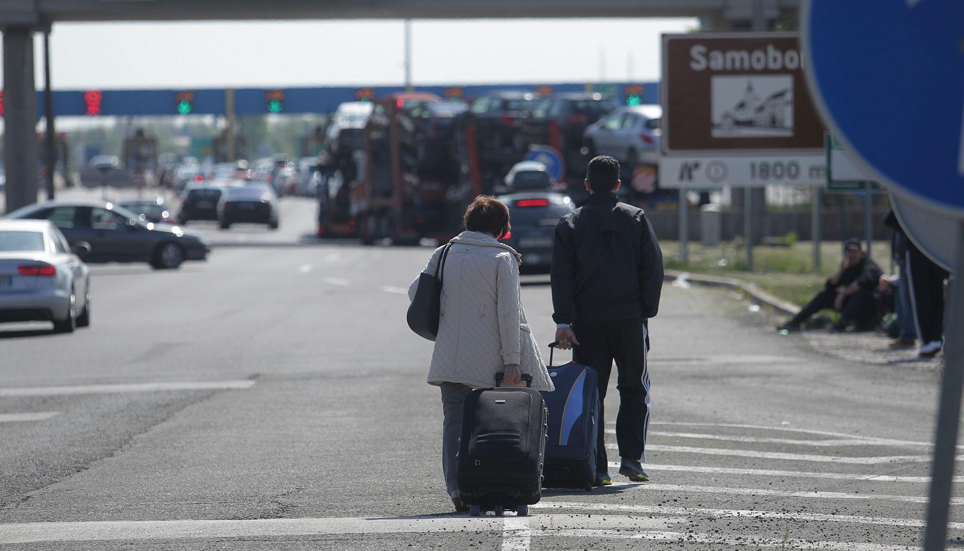 FOTO: GUŽVE NA GRANICAMA Putnicima prekipjelo, u Hrvatsku ušli pješice