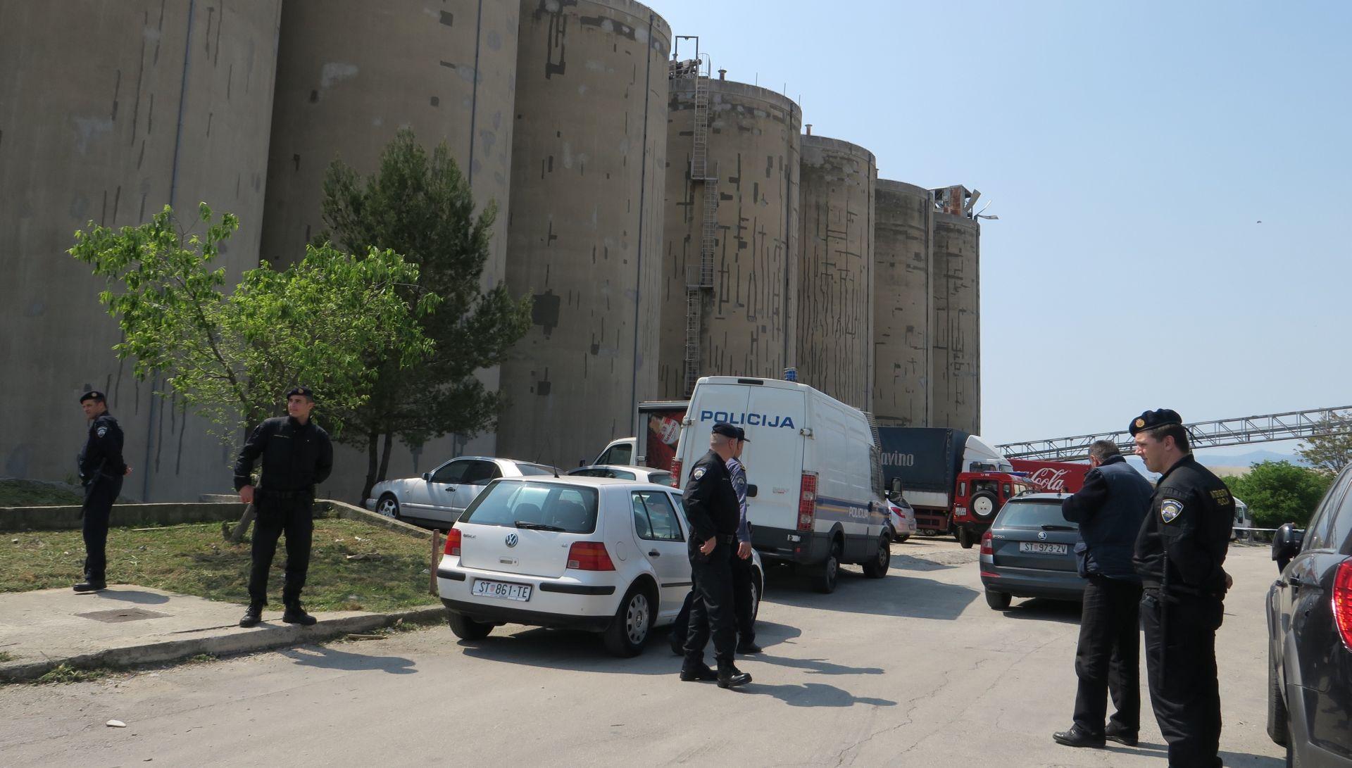 FOTO: SNAŽNA EKSPLOZIJA U VRANJICU Eksplodirao silos žita, četiri ozlijeđene osobe