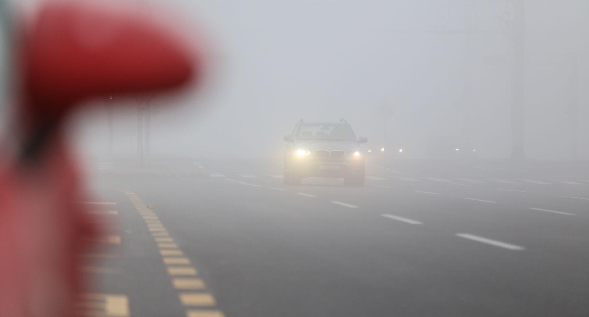 HAK Magla smanjuje vidljivost, kolnici mokri