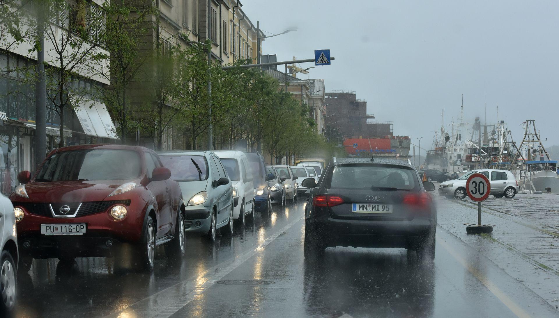 HAK Mokre ceste, zbog juga u prekidu katamaranske linije