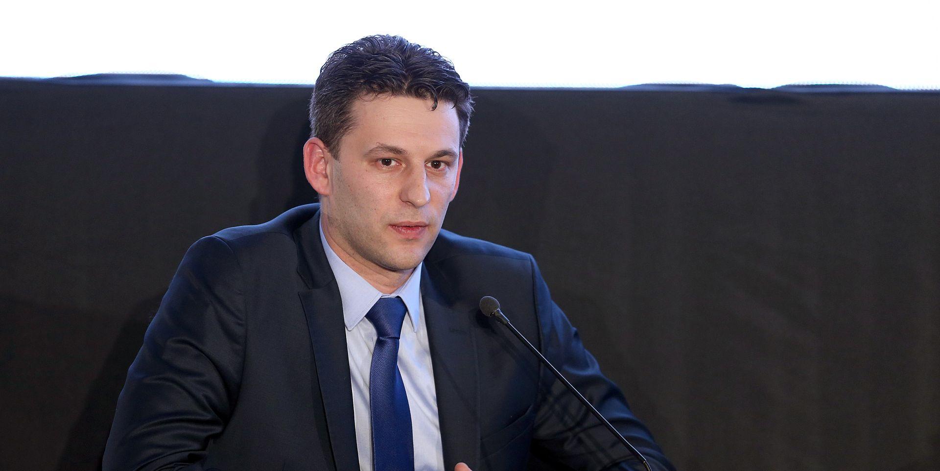 PETROV SE OBRATIO JAVNOSTI 'Ivan Kovačić i ostali ministri podnijet će ostavke danas'