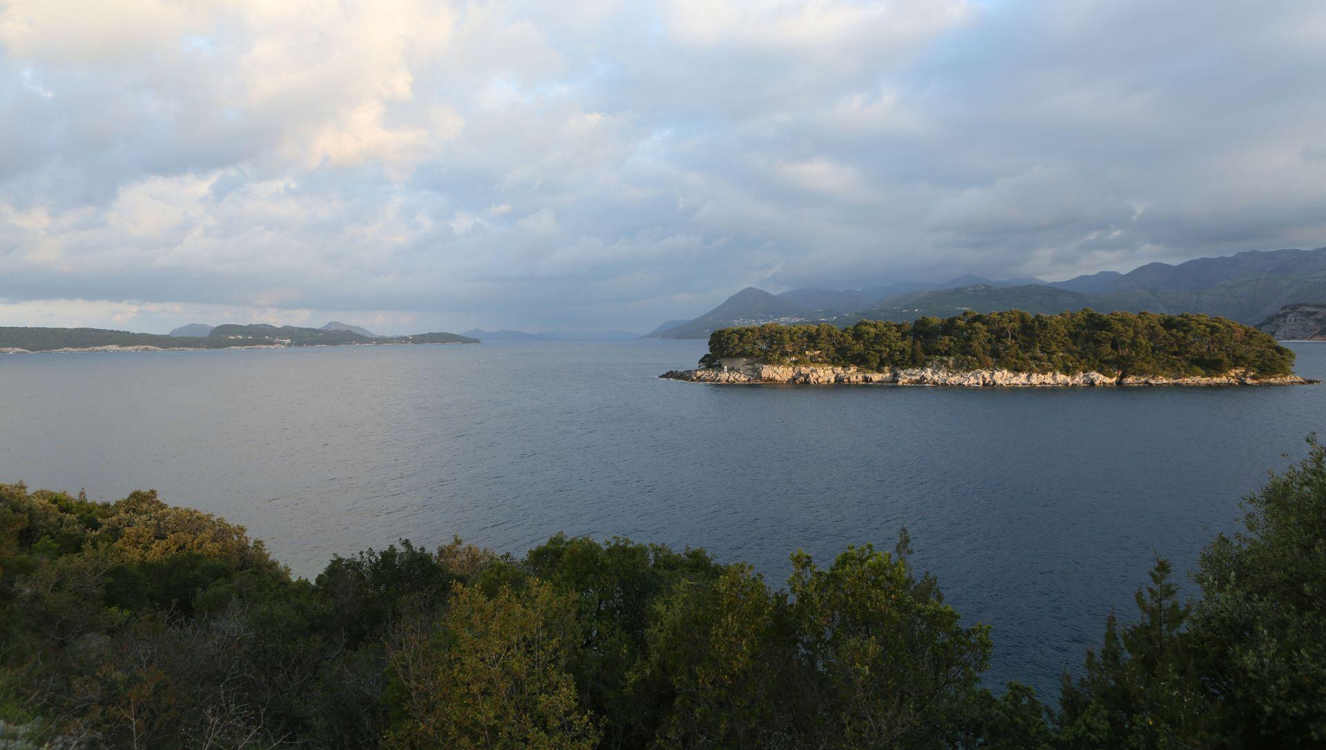 DUBROVNIK U sudaru dvaju brodova najmanje dvoje mrtvih, pet osoba nestalo