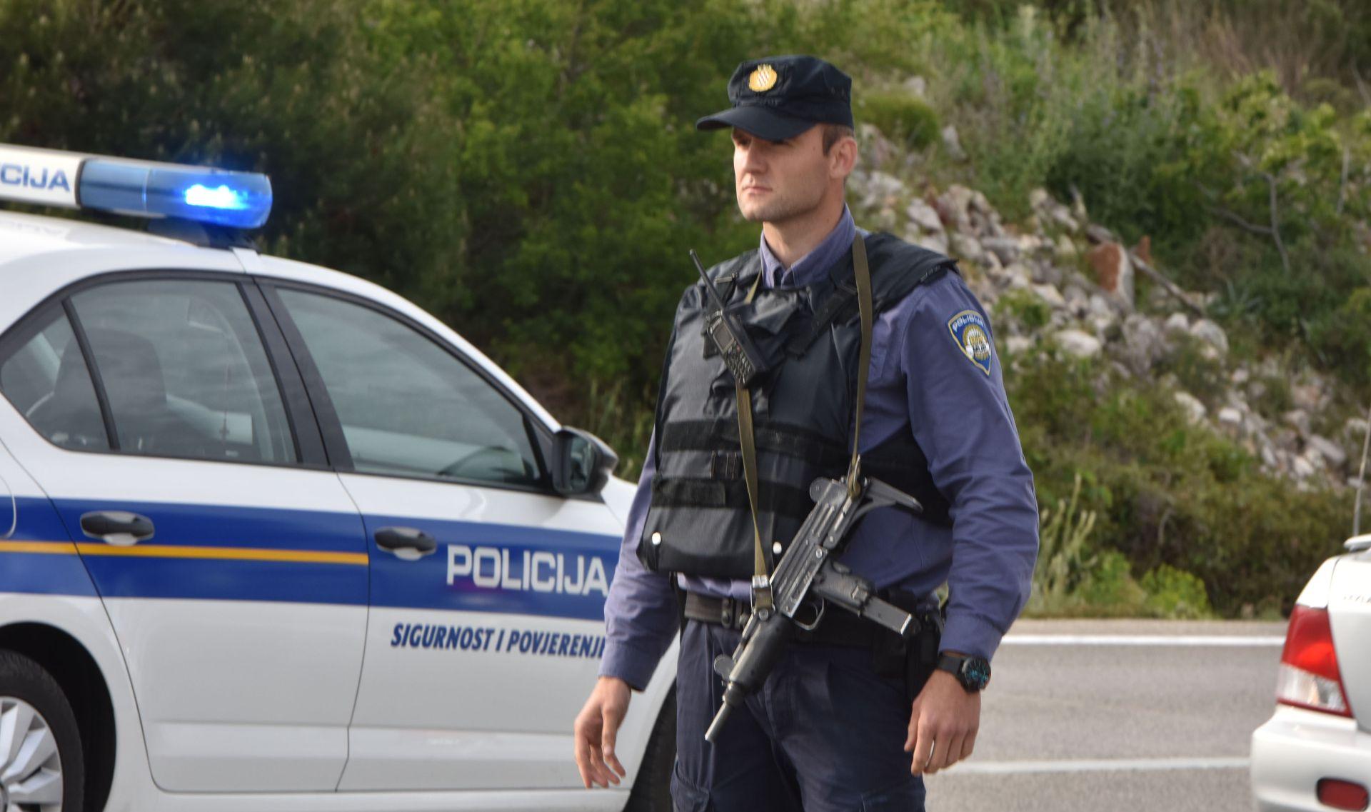TROSTRUKO UBOJSTVO Policija našla naoružanog sumnjivca, on prijeti samoubojstvom