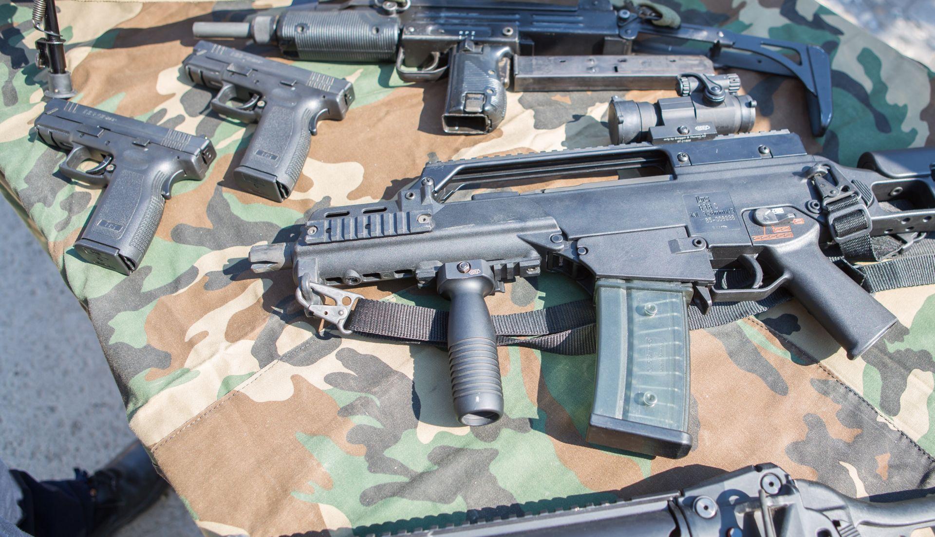 ETA predaje oružje pored grada Bayone