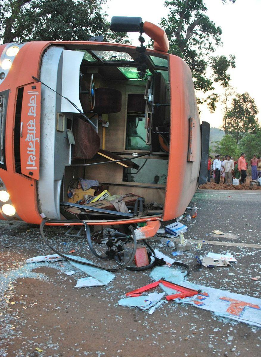 INDIJA 44 ljudi poginulo u autobusnoj nesreći