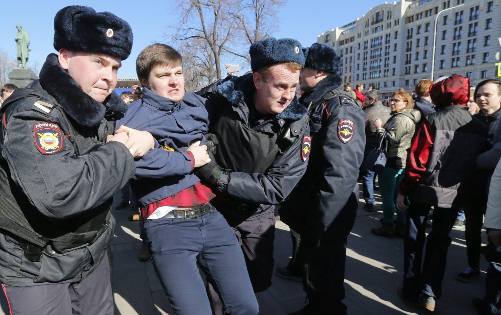 Stotine na prosvjedu u Moskvi protiv Putina unatoč zabrani