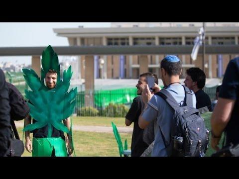 VIDEO: IZRAEL Masovno pušenje marihuane pred parlamentom