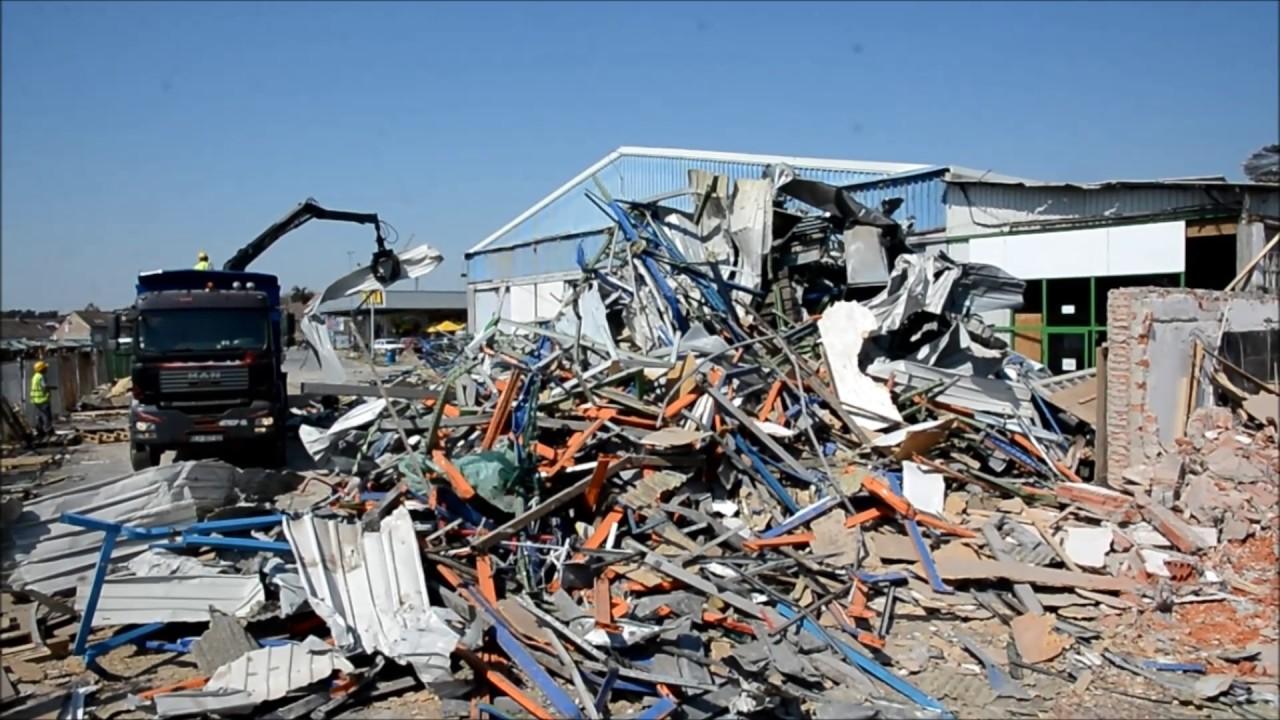 VIDEO: BJELOVAR Rušenje trgovačkog centra Pevec
