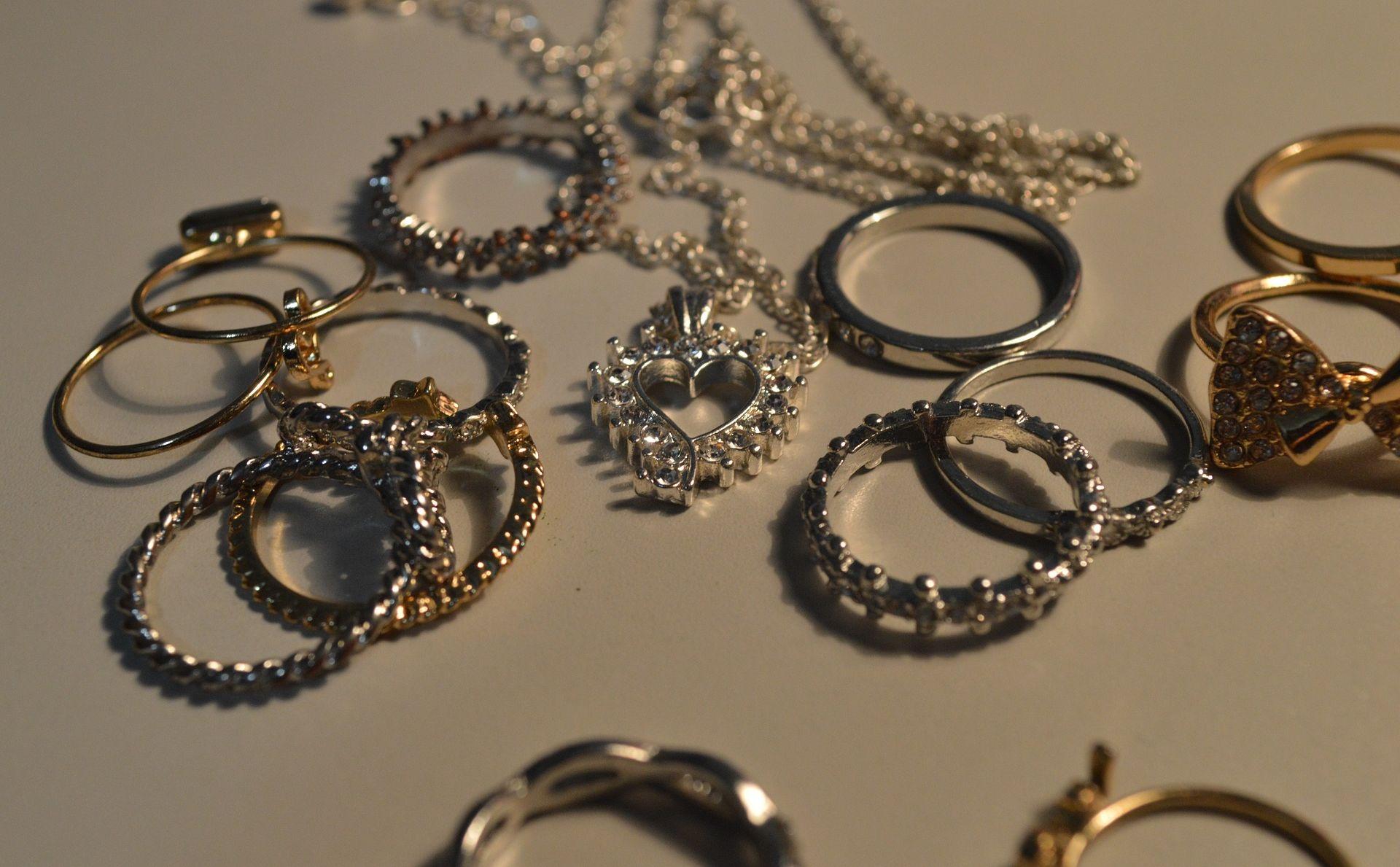 NAORUŽANI RAZBOJNICI OPLJAČKALI ZLATARNU U WESTGATEU Odnijeli nakit vrijedan više stotina tisuća kuna