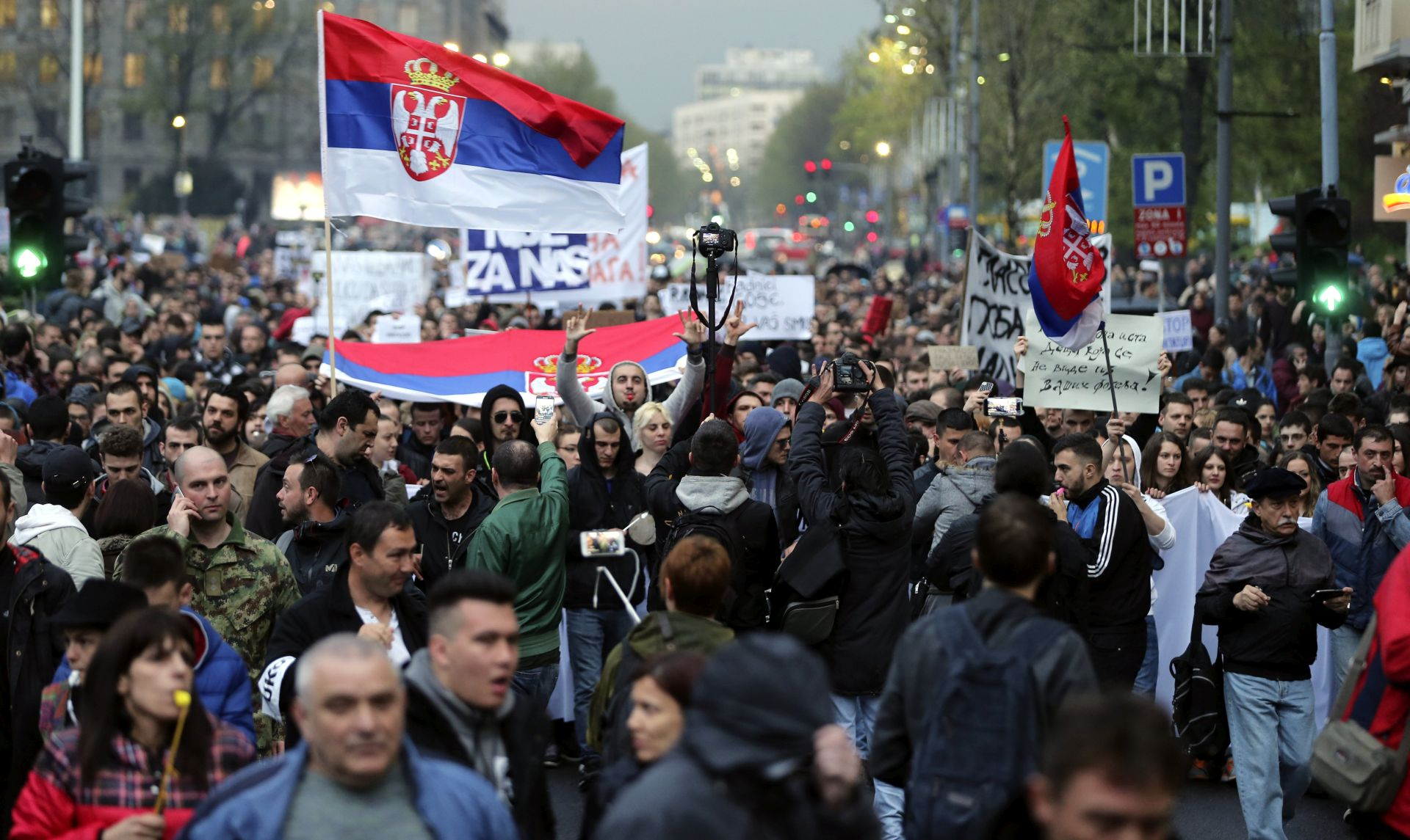 ŠESTI DAN: Prosvjedi u Srbiji, na ulicama i sindikati vojske i policije
