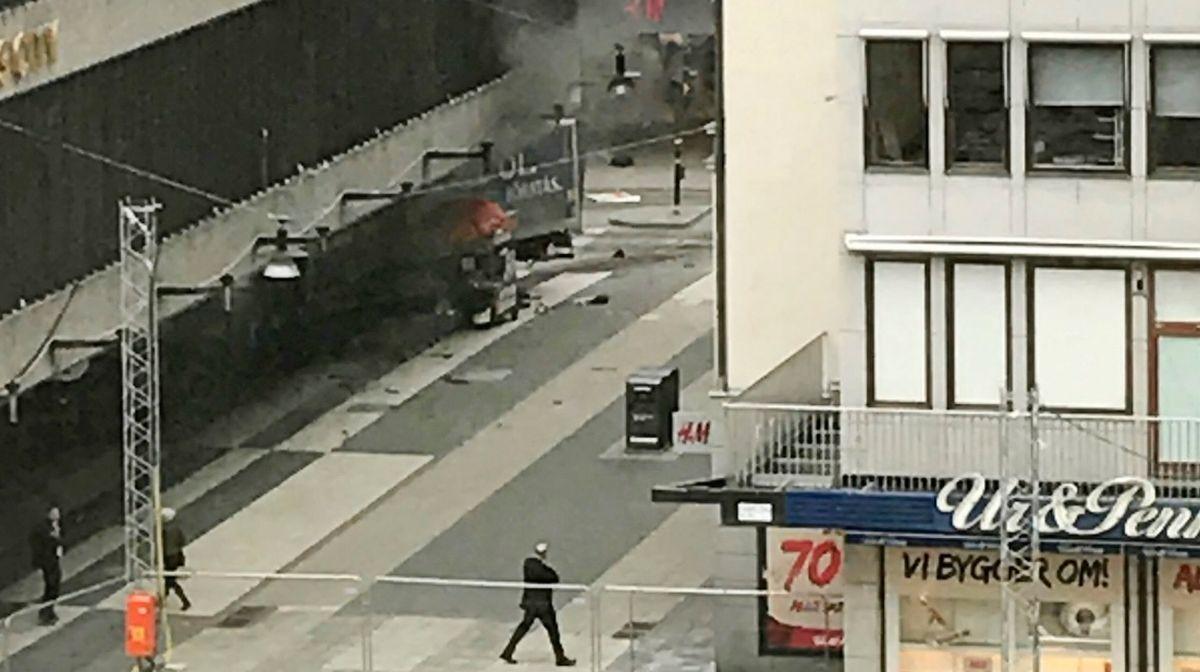 VIDEO: ŠVEDSKA Kamion se zabio u mnoštvo ljudi u Stockholmu, najmanje troje mrtvih
