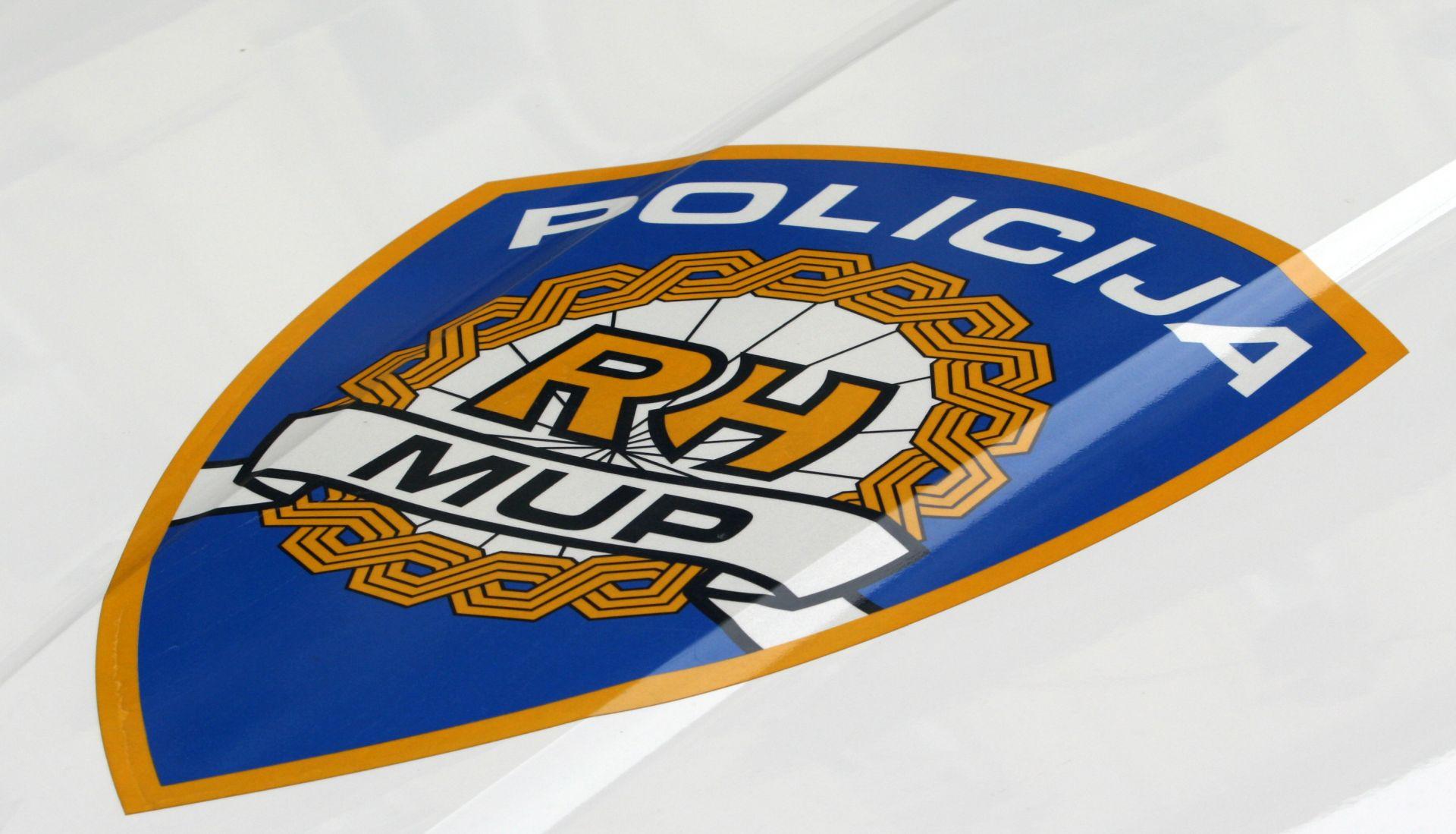 NESREĆA U ALILOVCIMA Ozlijeđen 24-godišnjak, auto se nekoliko puta okrenuo u zraku