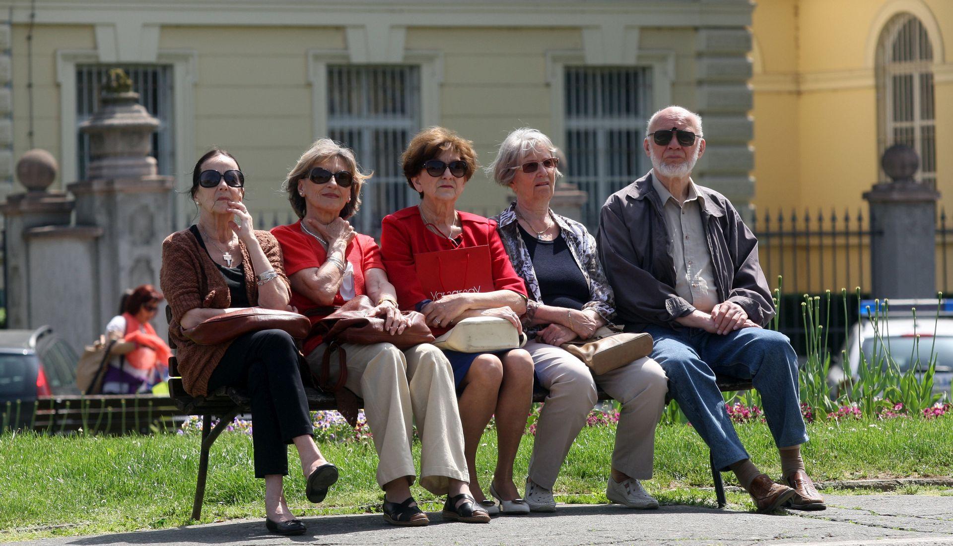 STARIJI NA METI LAŽNIH SLUŽBENIKA Nepoznatoj ženi 82-godišnjak predao više stotina tisuća kuna