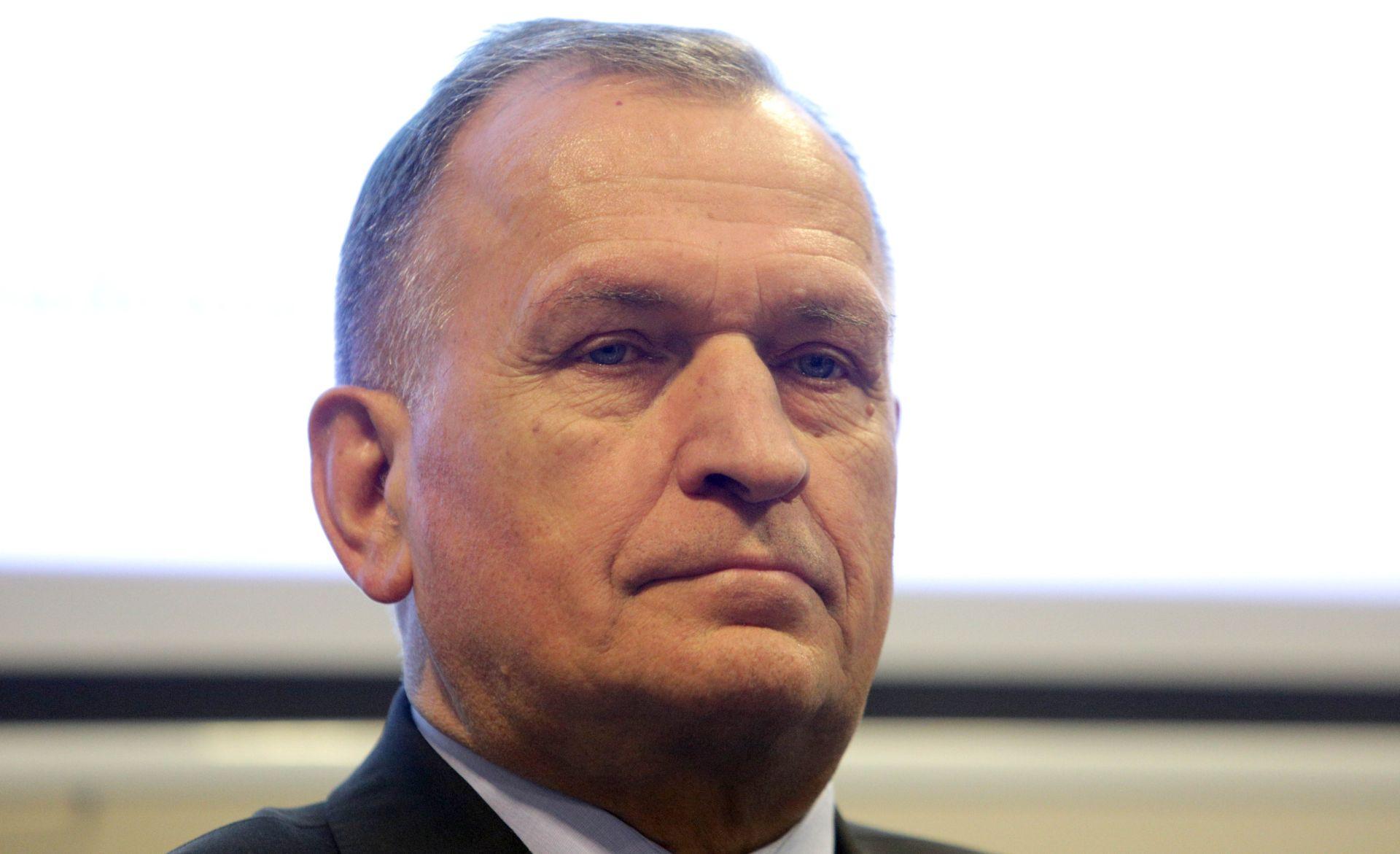 Papa Franjo prihvatio ostavku pomoćnog biskupa zagrebačkog Valentina Pozaića