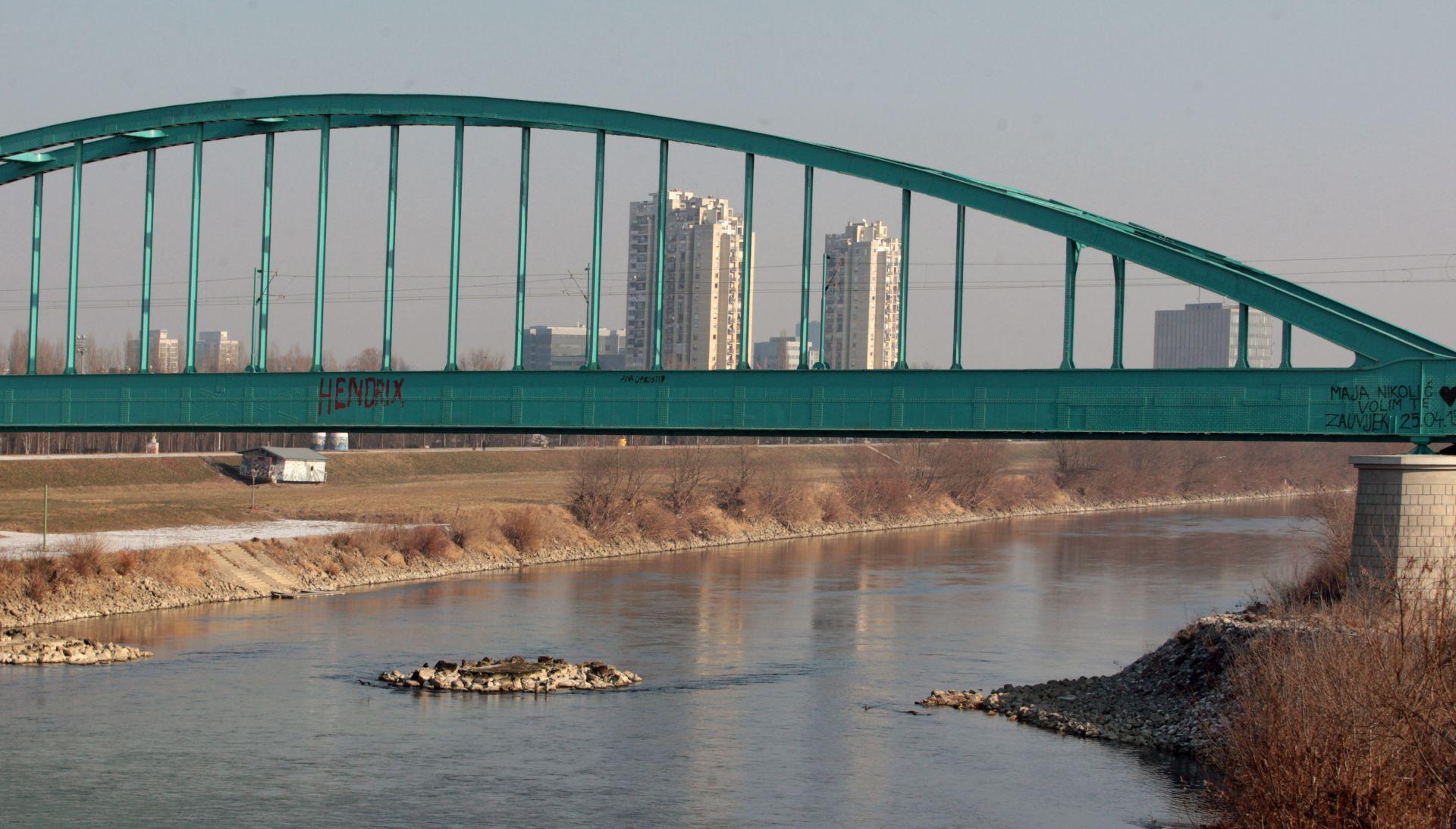 Po treći put uklonjen grafit Hendrix sa Zelenog mosta