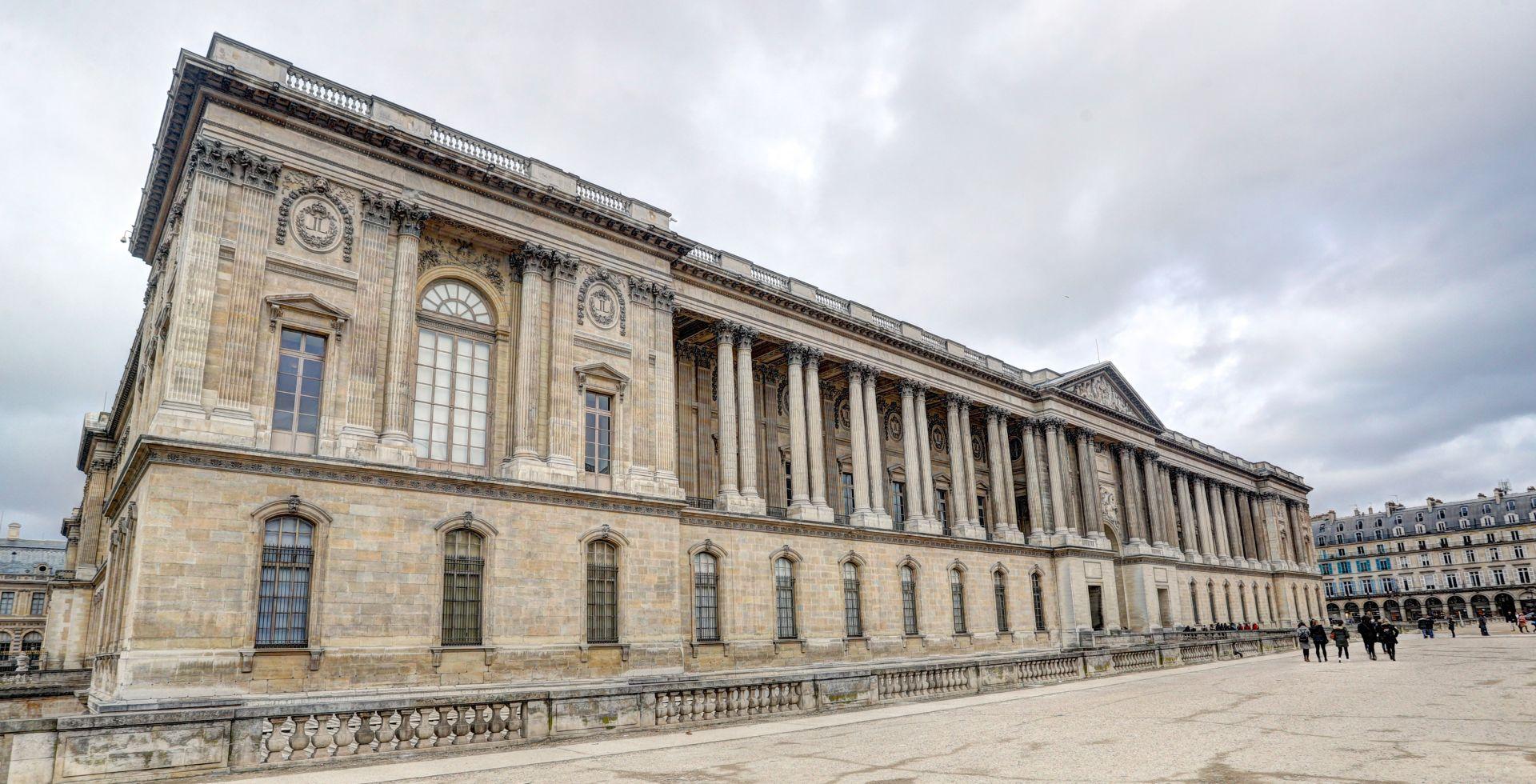 Zbog dojave evakuirano područje oko muzejaa Luovre gdje se Macron trebao obratiti