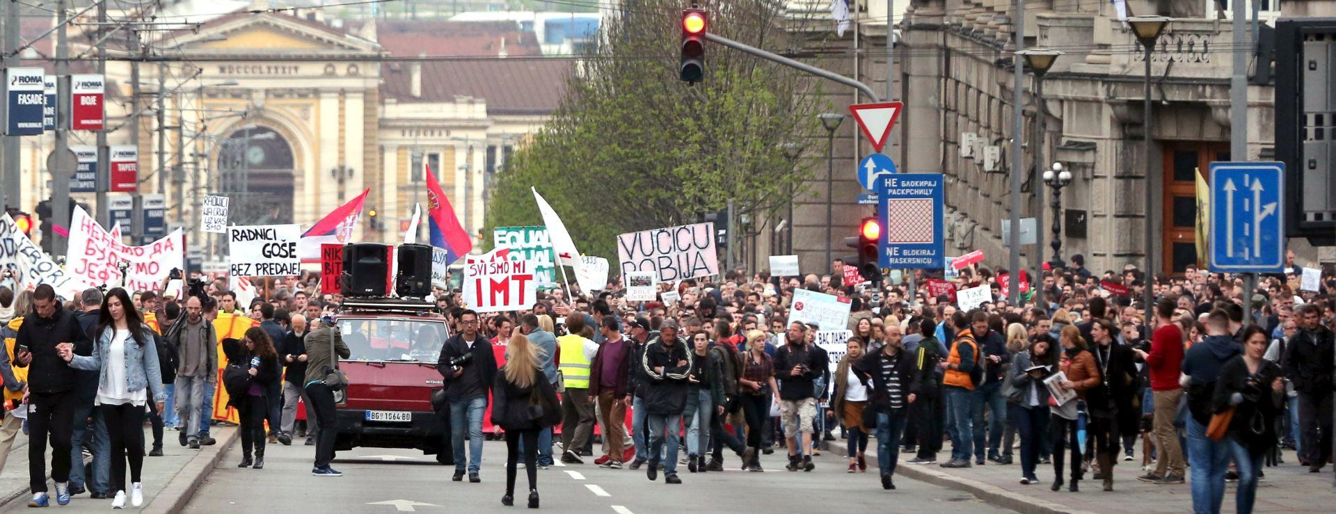 """Mladi Novog Sada obilježili 40 dana """"smrti demokracije"""" od pobjede Vučića na predsjedničkim izborima"""