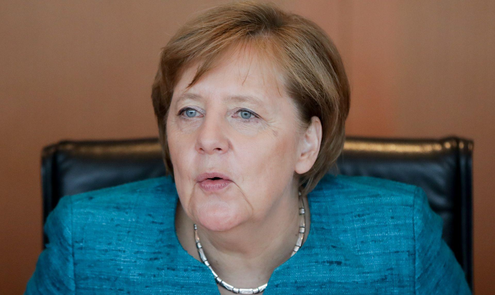 NJEMAČKA LEGALIZIRALA GAY BRAKOVE Merkel glasala protiv, no nema ništa protiv njihovih prava na posvajanje djece