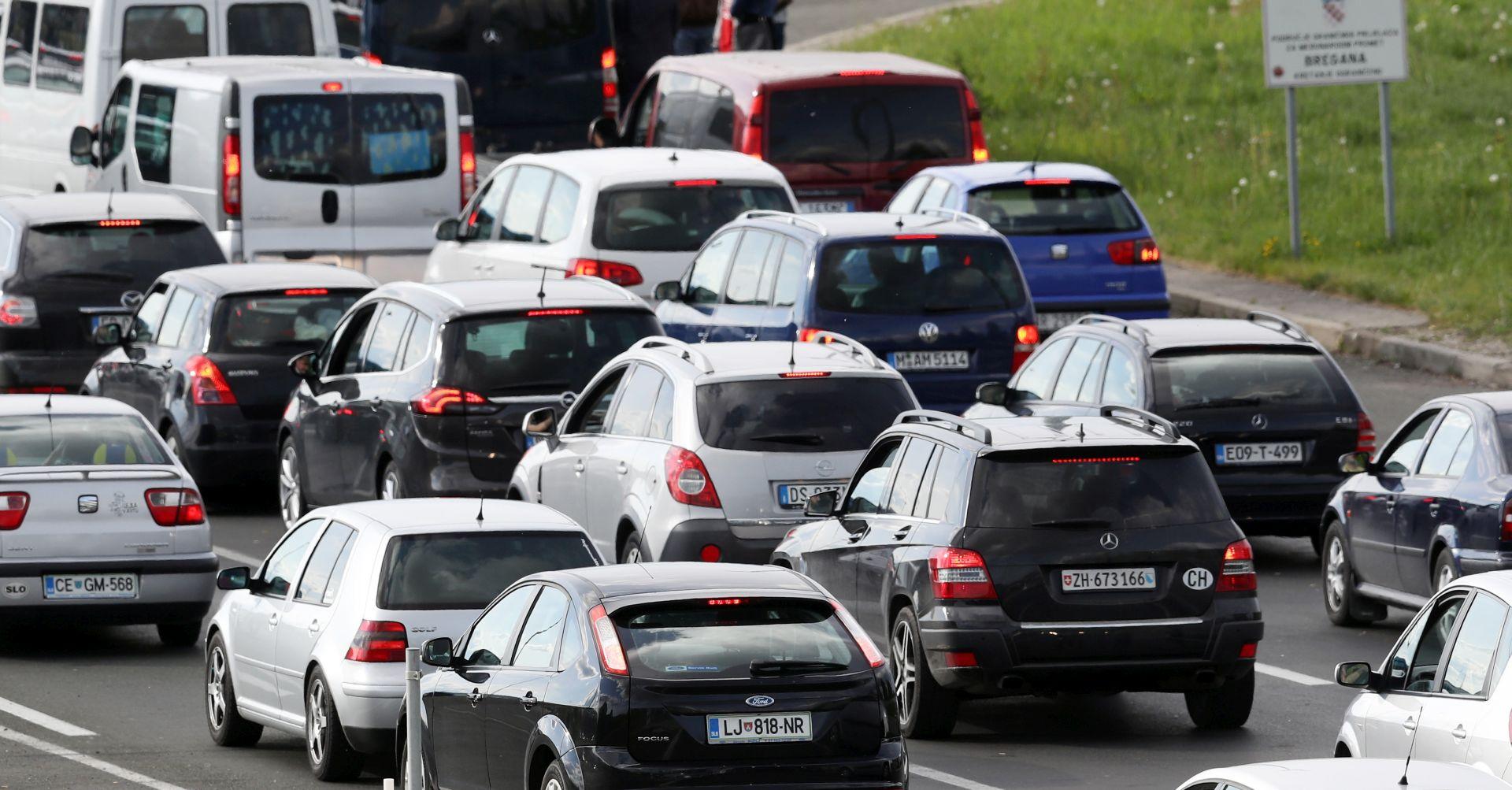 HAK Pojačan promet na većini cesta u smjeru unutrašnjosti, gužve na granicama