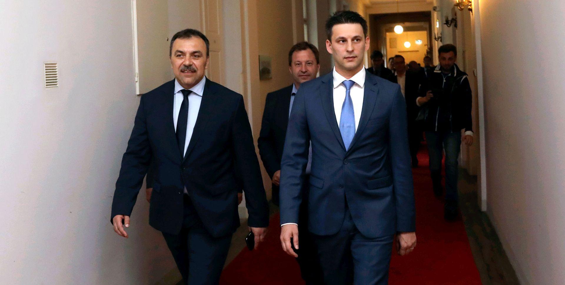 MOST 'Zašto je Plenković različito primijenio ustavnu odredbu kod smjene ministara iz Mosta odnosno HDZ-a?'