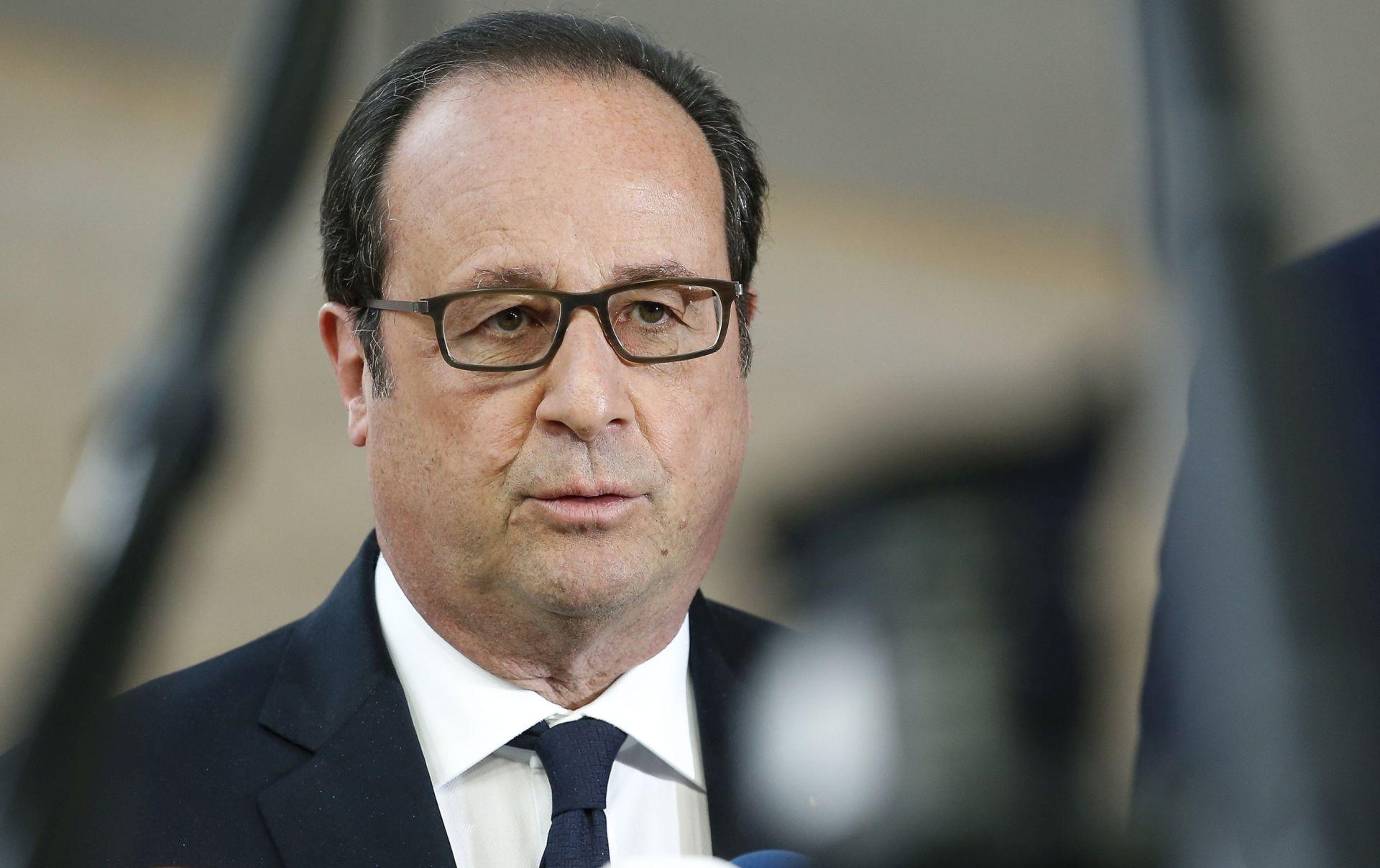 Hollande poručio da hakiranje kandidata Macrona neće proći bez odgovora