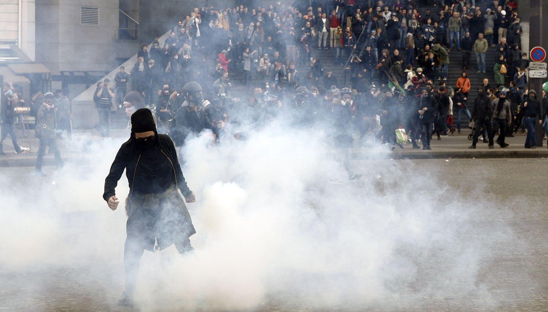 Sukob prosvjednika i policije u Parizu na prosvjedu na praznik rada