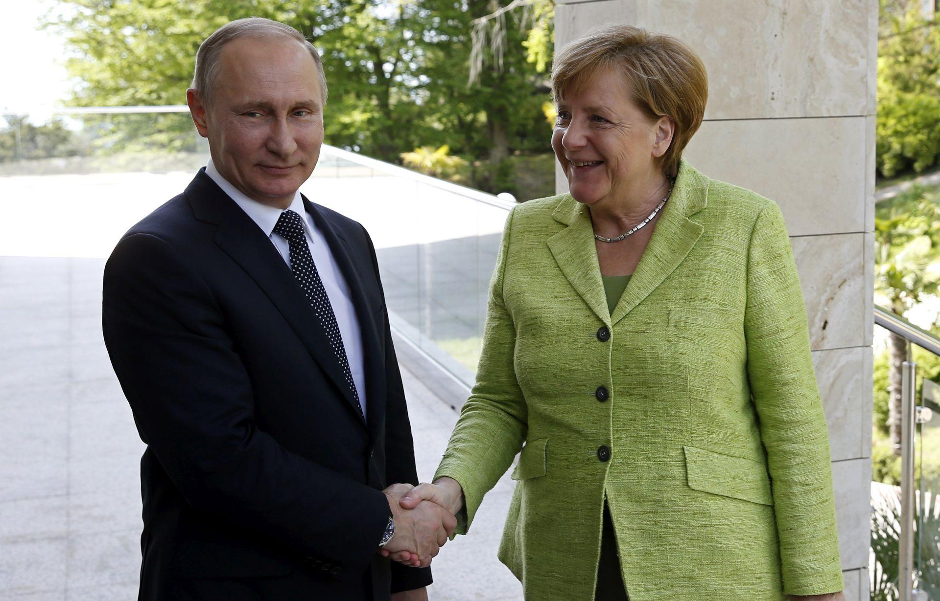Putin i Merkel za poseban status Donbasa