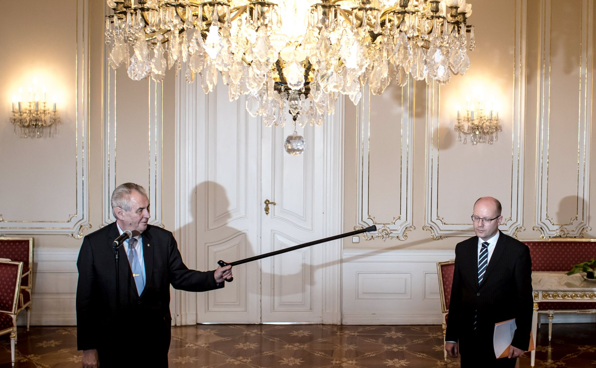 Češki premijer povukao ostavku i želi smijeniti ministra financija