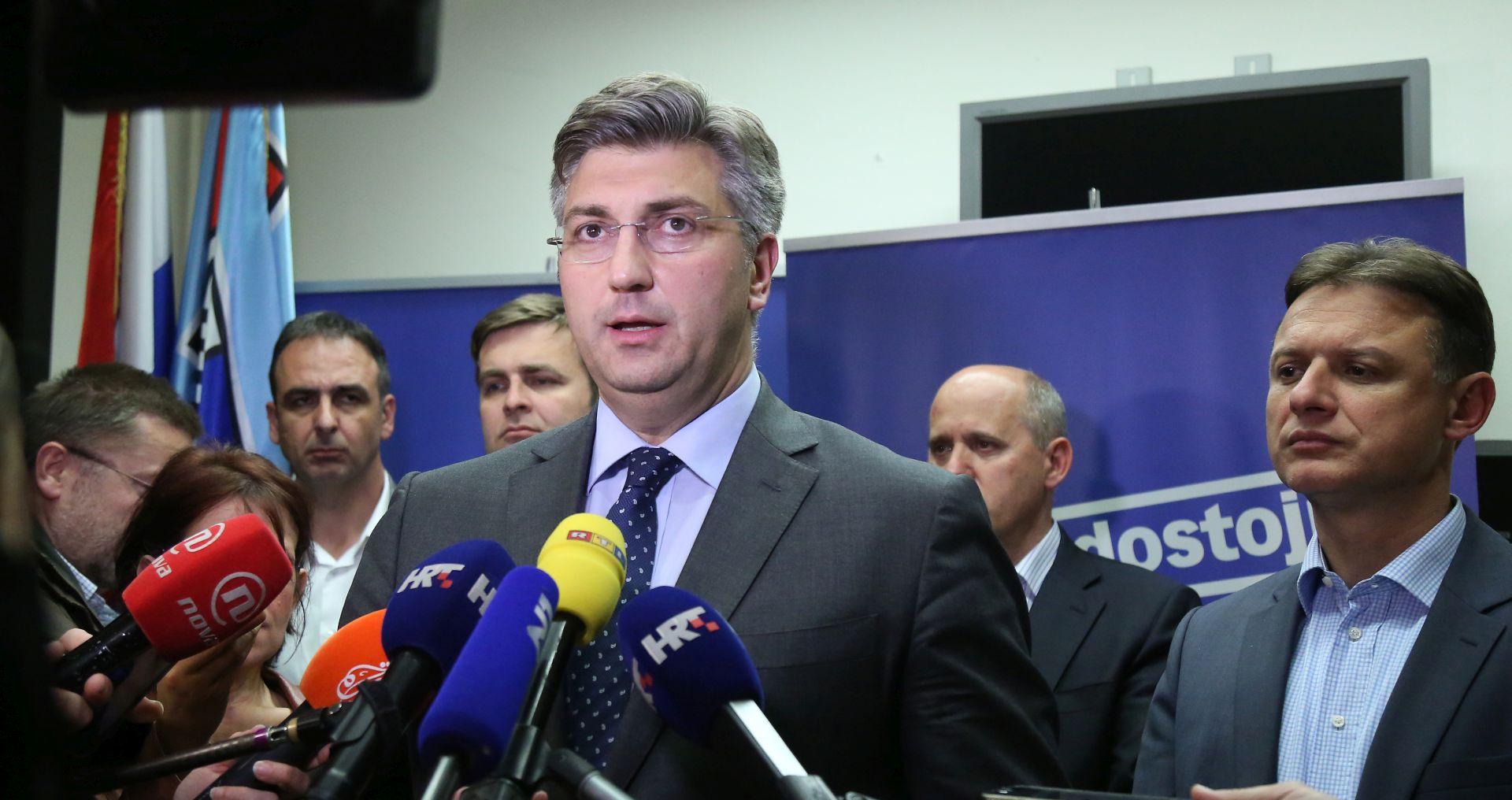 Plenkovića u Humu na Sutli dočekao transparent 'K plus premijer'