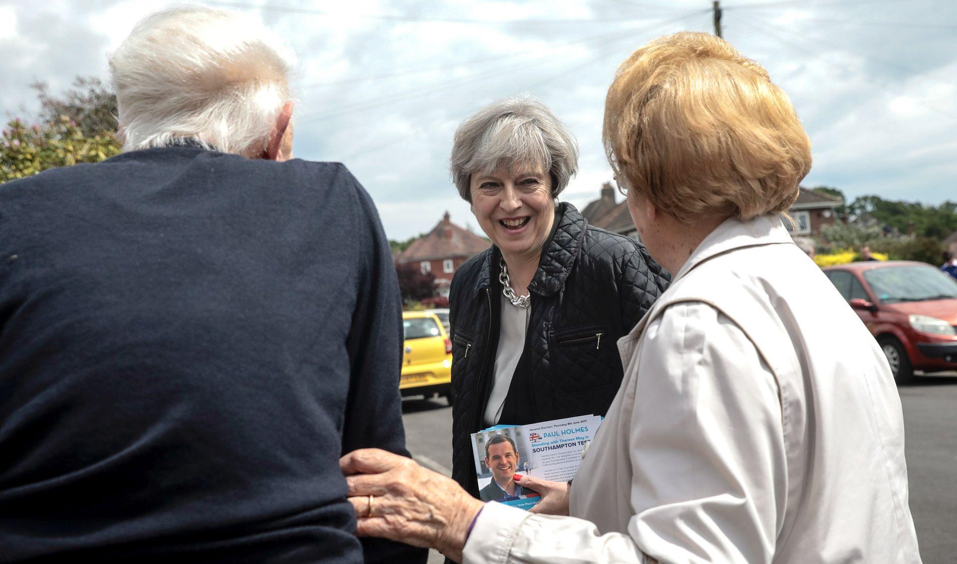 Britanski Konzervativci imaju 15 postotnih bodova prednosti pred Laburistima