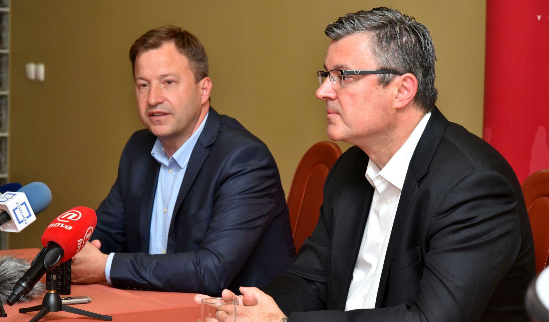 VUKOVAR Bivši premijer Orešković podupire 'mostovca' Panenića za župana