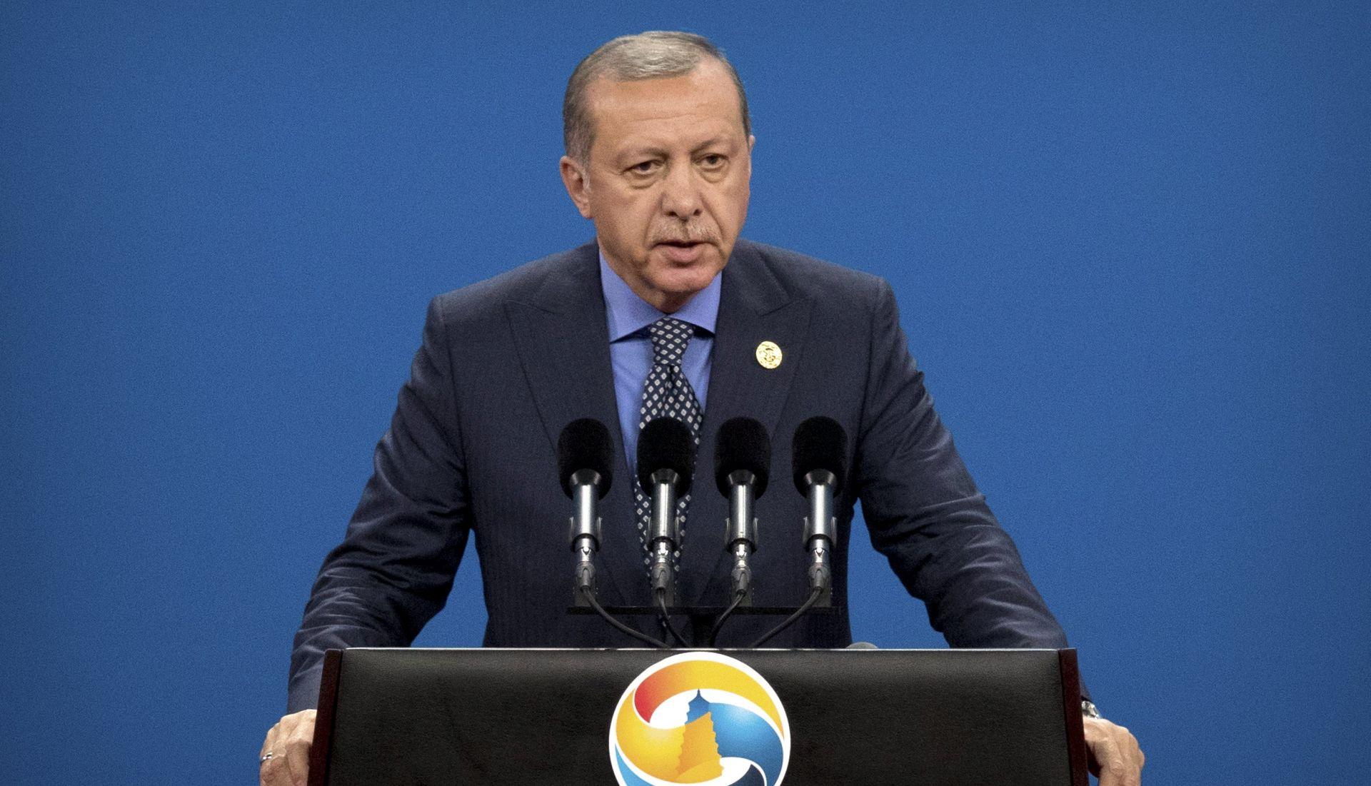 """Izetbegović o Erdoganu: """"dragi prijatelj"""" i """"borac za demokraciju"""""""