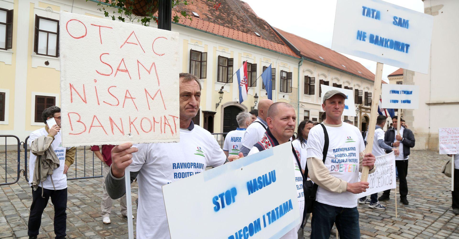 MEĐUNARODNI DAN OBITELJI Očevi na Markovom trgu prosvjedovali zbog uskraćivanja prava