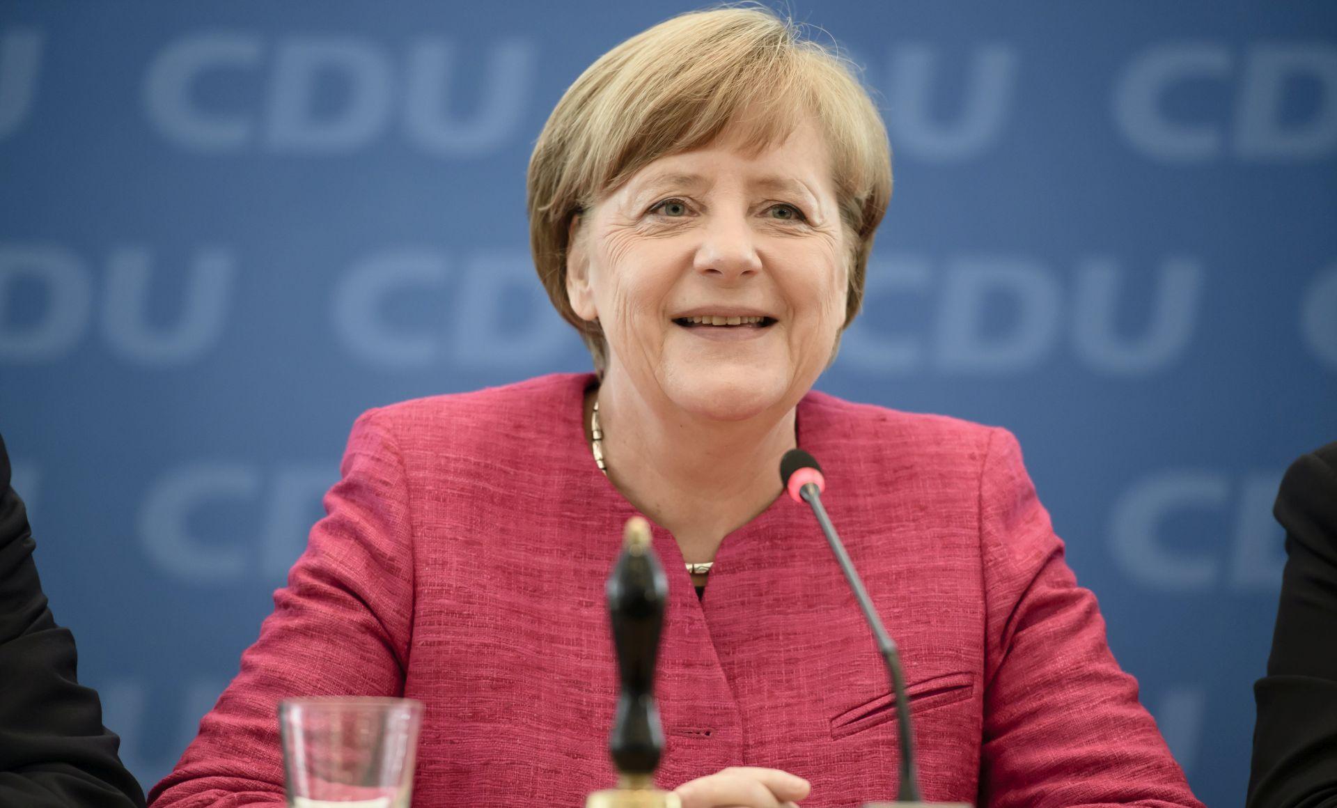 Merkel se sastala s rusko-njemačkim migrantima, zabrinutost oko lažnih vijesti