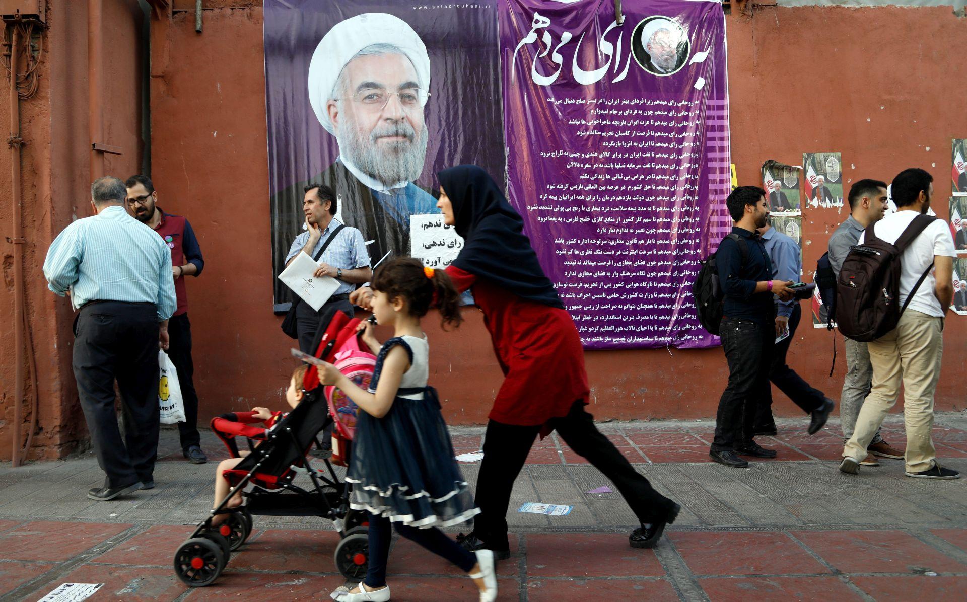 Rouhani izoliran i u teškom položaju prije američkih sankcija