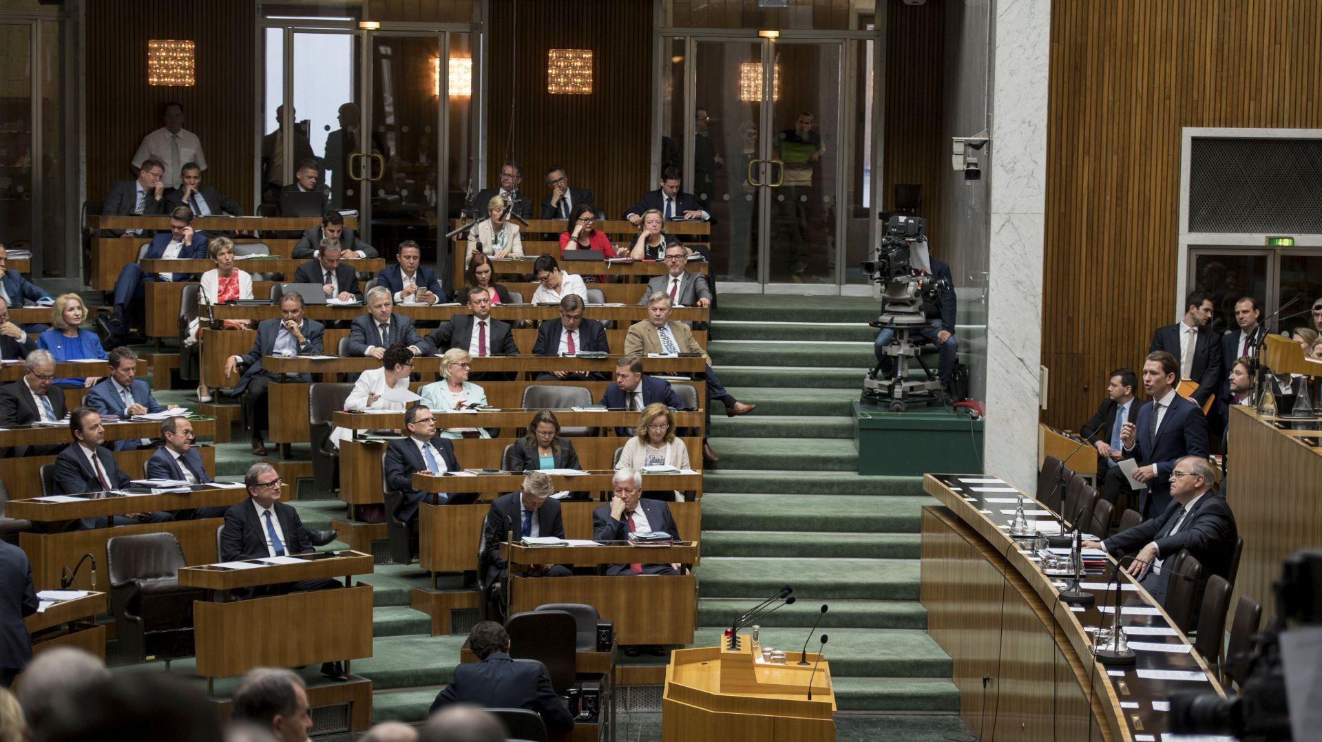 Prijevremeni parlamentarni izbori u Austriji 15. listopada
