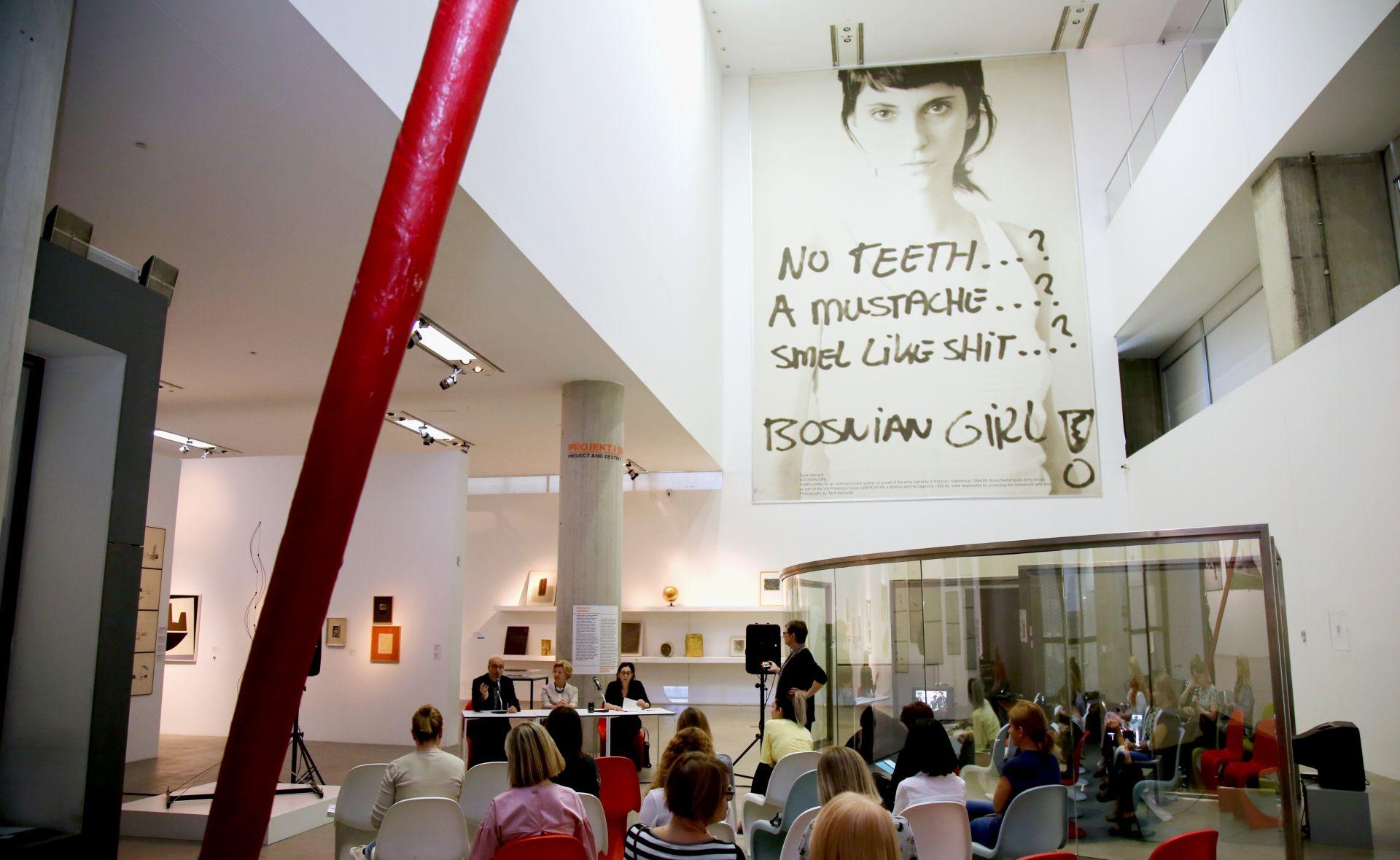 MSU Izložba Dana Grahama – umjetnika koji je 'spojio' minimalizam i barok