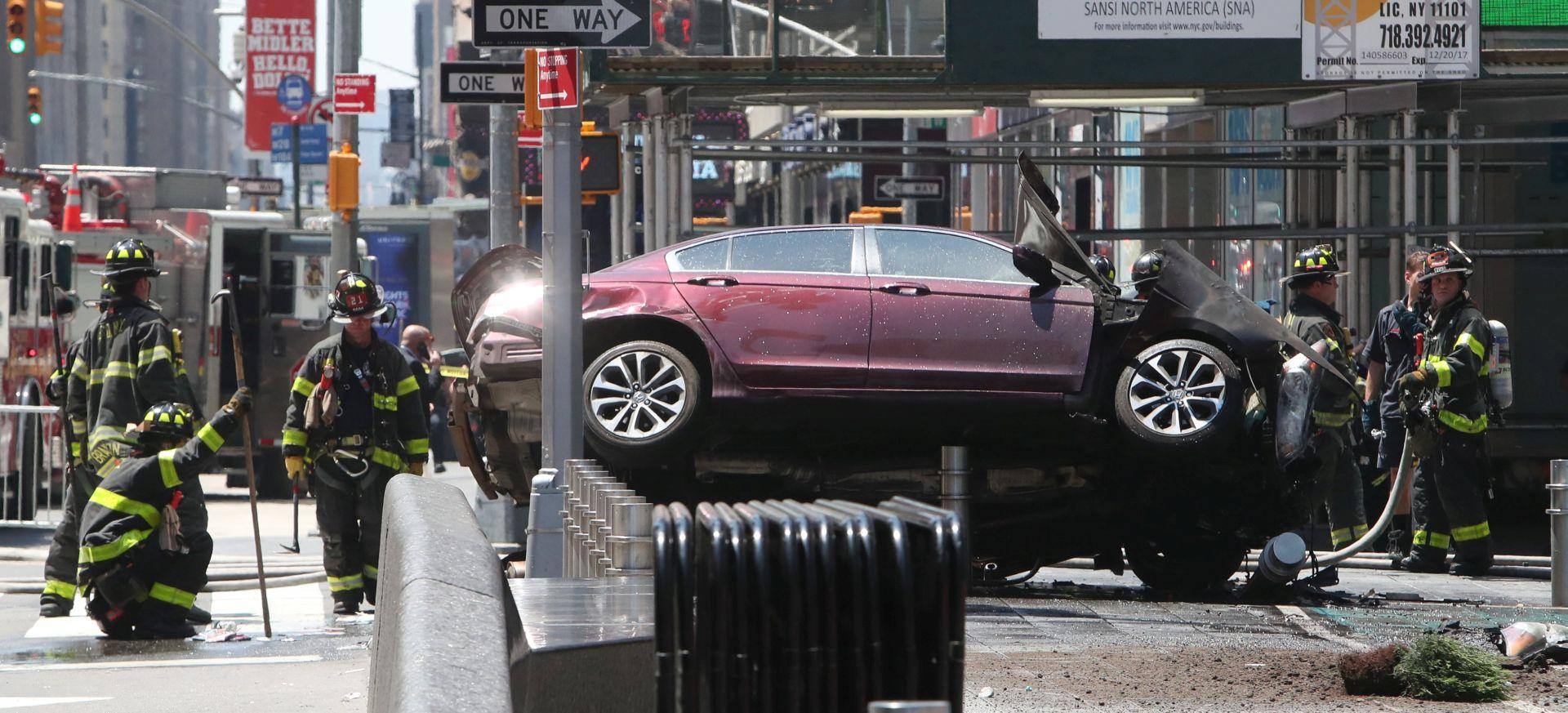 NEW YORK Vozilo se zabilo u pješake, najmanje jedna osoba poginula, 20 ozlijeđenih