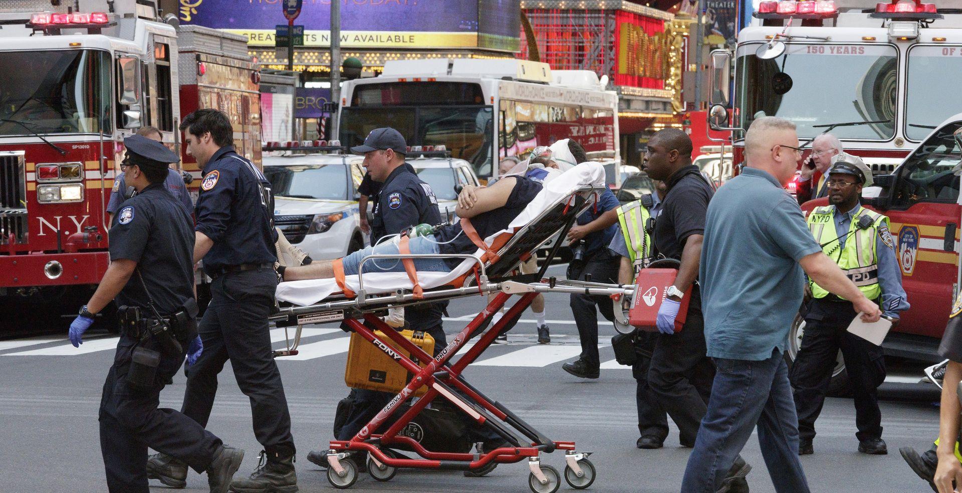 Divljanje automobilom po Times Squareu, troje u kritičnom stanju