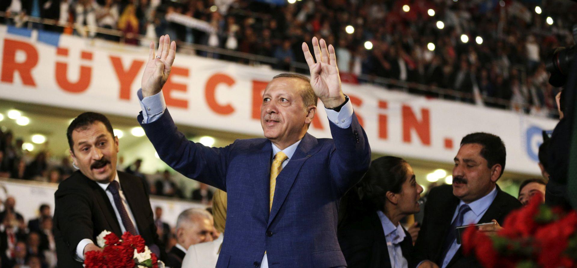 Erdogan ponovo izbran na čelo stranke na vlasti