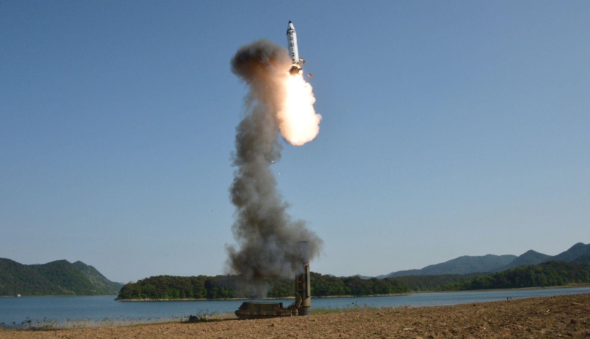 """""""DAR POKVARENIM AMERIKANCIMA"""" UN jednodušan u oštroj osudi sjevernokorejskog raketnog pokusa"""
