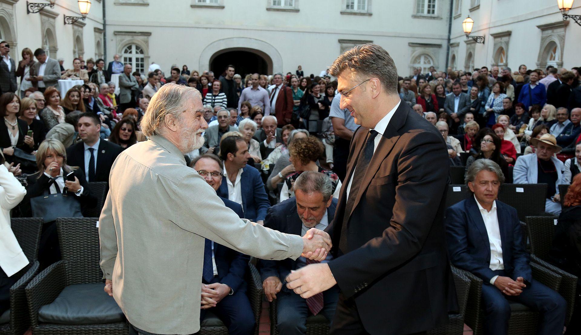 Izložbu 'Strasna ljepota' otvorio premijer Plenković