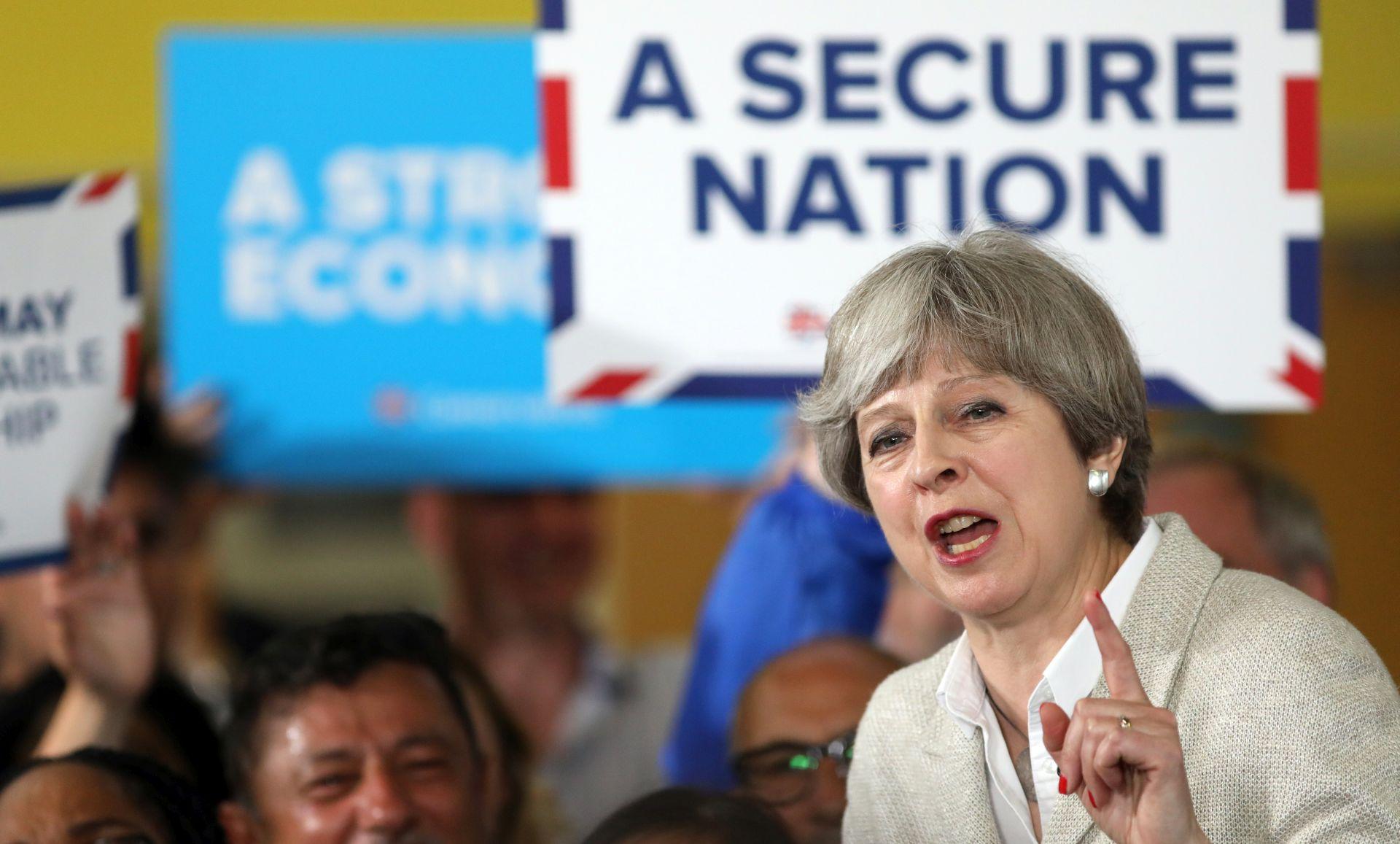Britanska premijerka mogla bi izgubiti većinu na izborima 8. lipnja