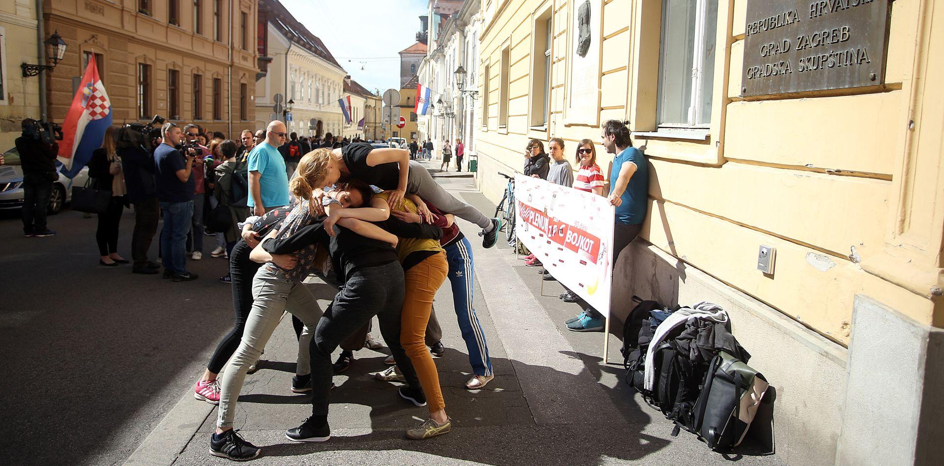 GORNJI GRAD Počeo 24-satni prosvjed plesnih umjetnika